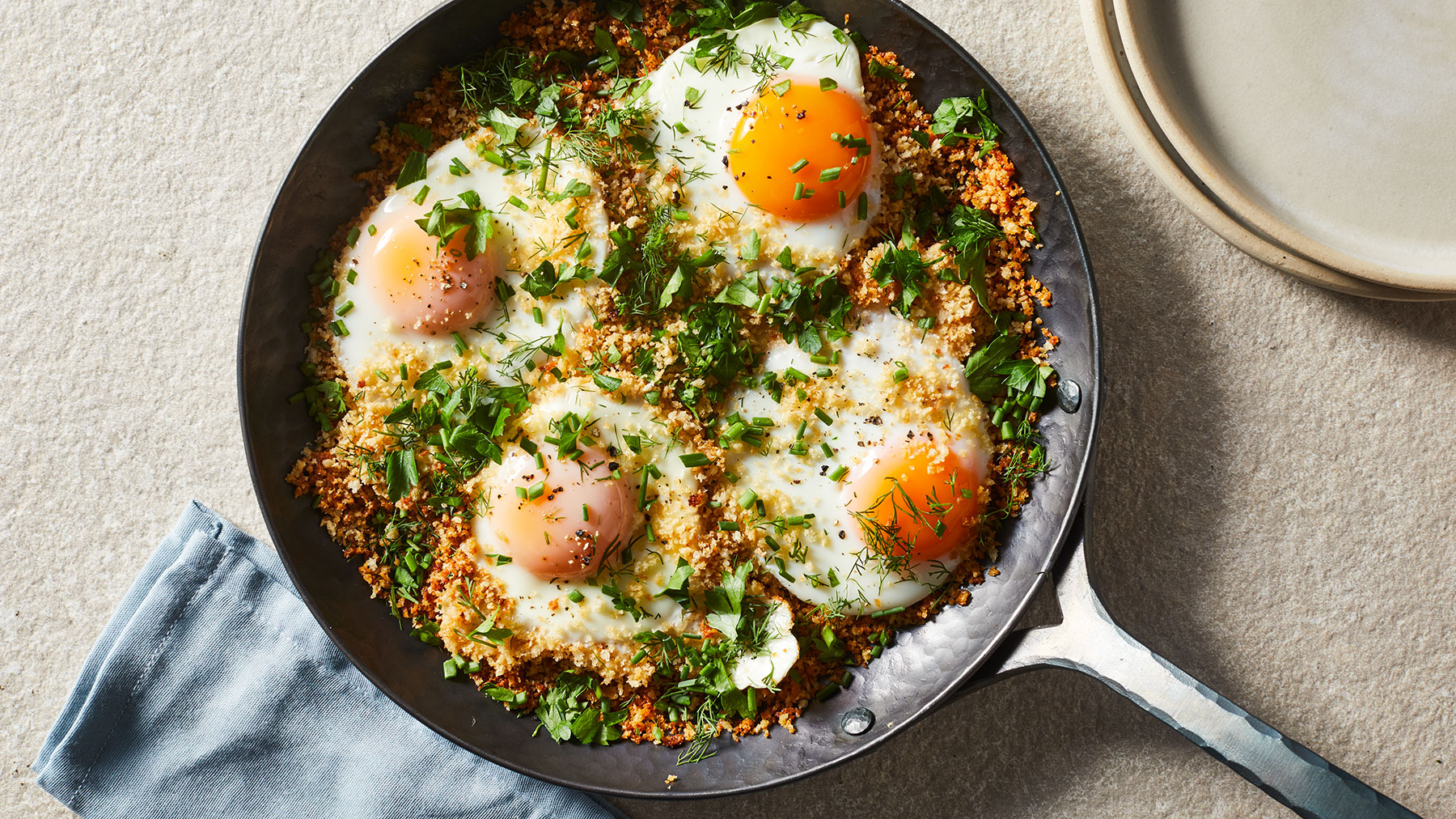 Breakfast ideas with eggs - Crunchy Skillet Eggs With Herbs