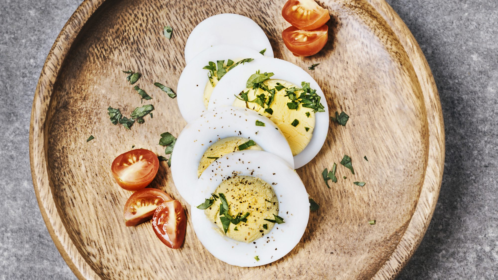air-fryer-hard-boiled-eggs-hack: hard-boiled eggs with herbs and tomato