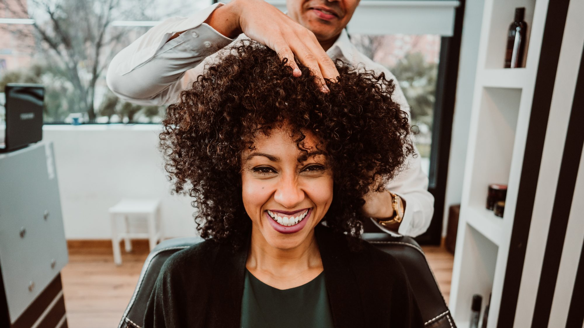 how-to-get-what-you-want-from-hairstylist: woman getting her hair cut