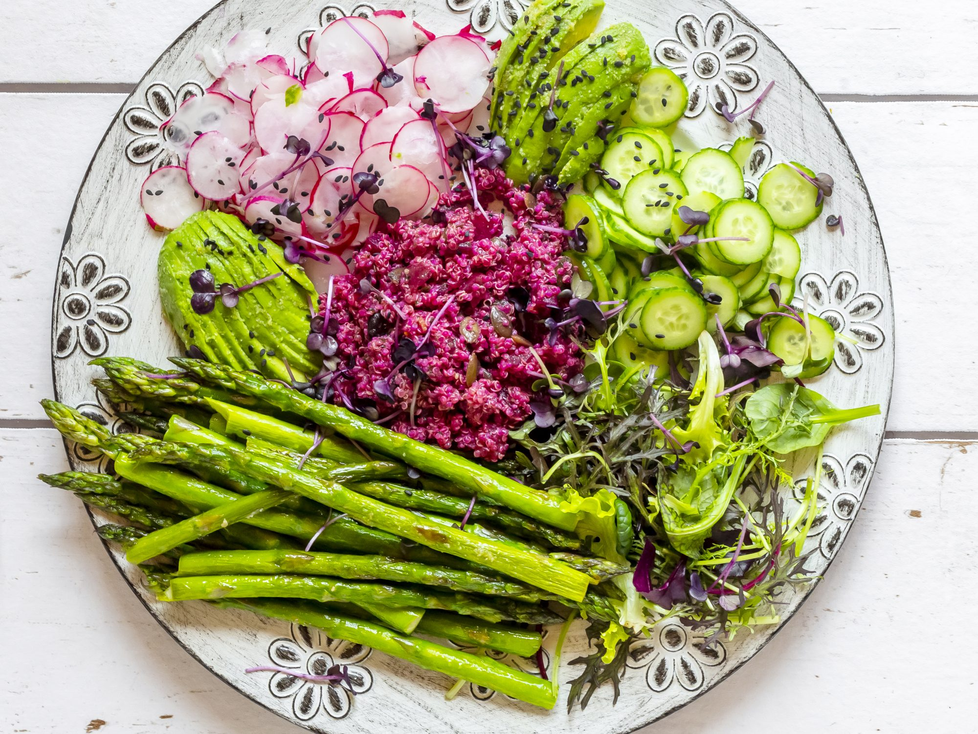 spring-produce-guide: pretty spring vegetables on a platter