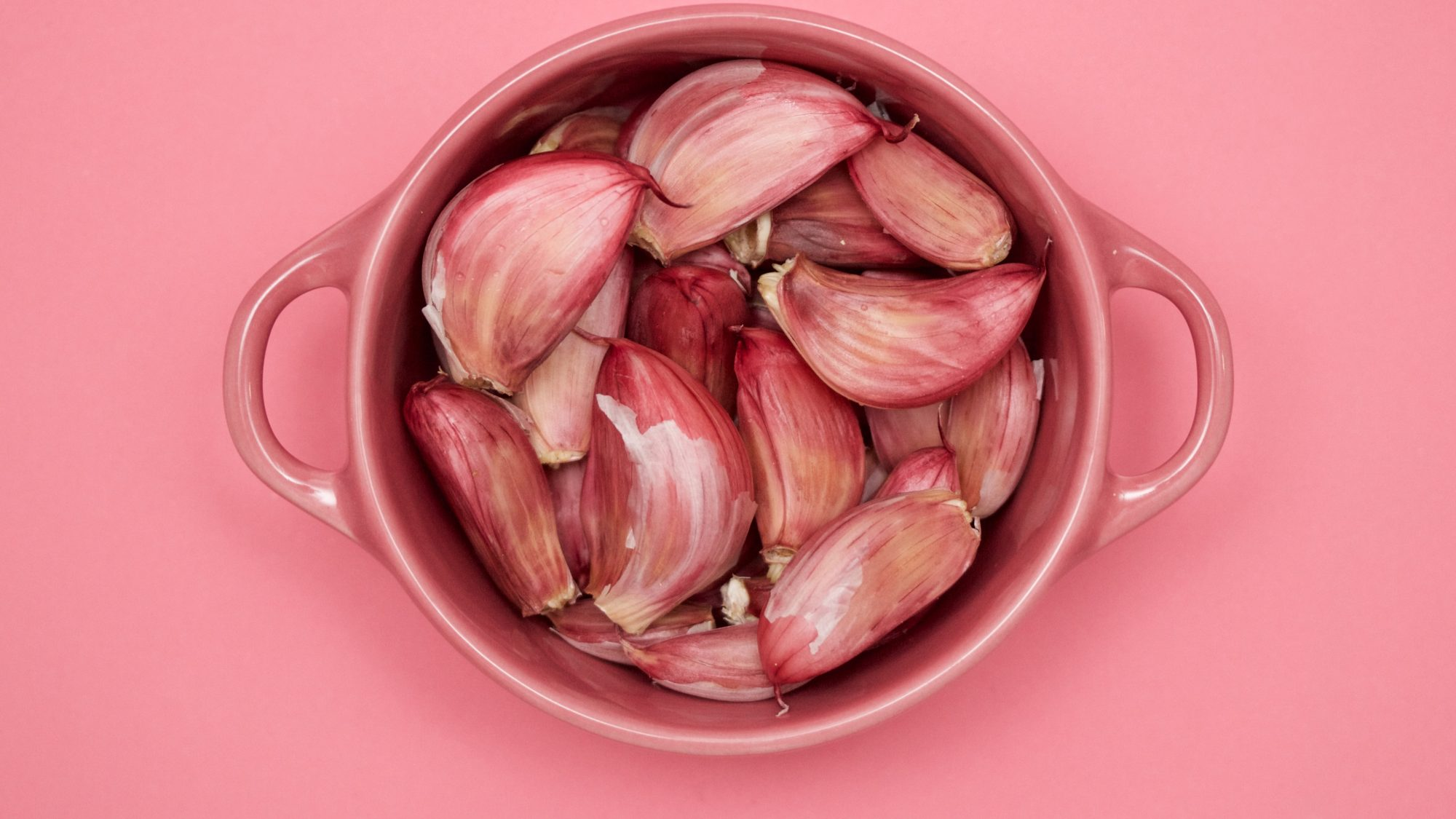 Diet and Lifestyle Solutions for Heartburn and Acid Reflux: bowl of shallots