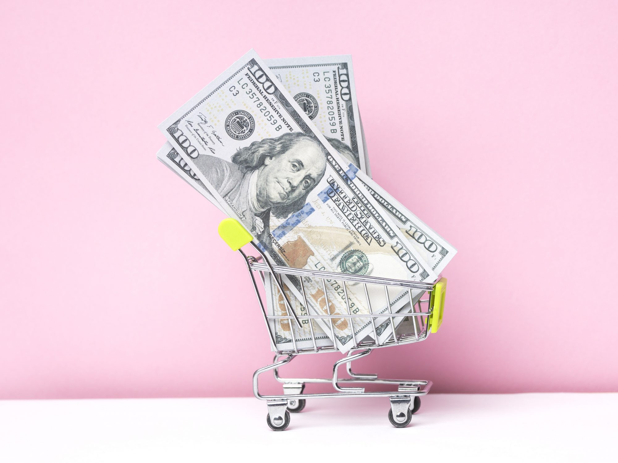 grocery-store-spending-guide: cash in a shopping cart