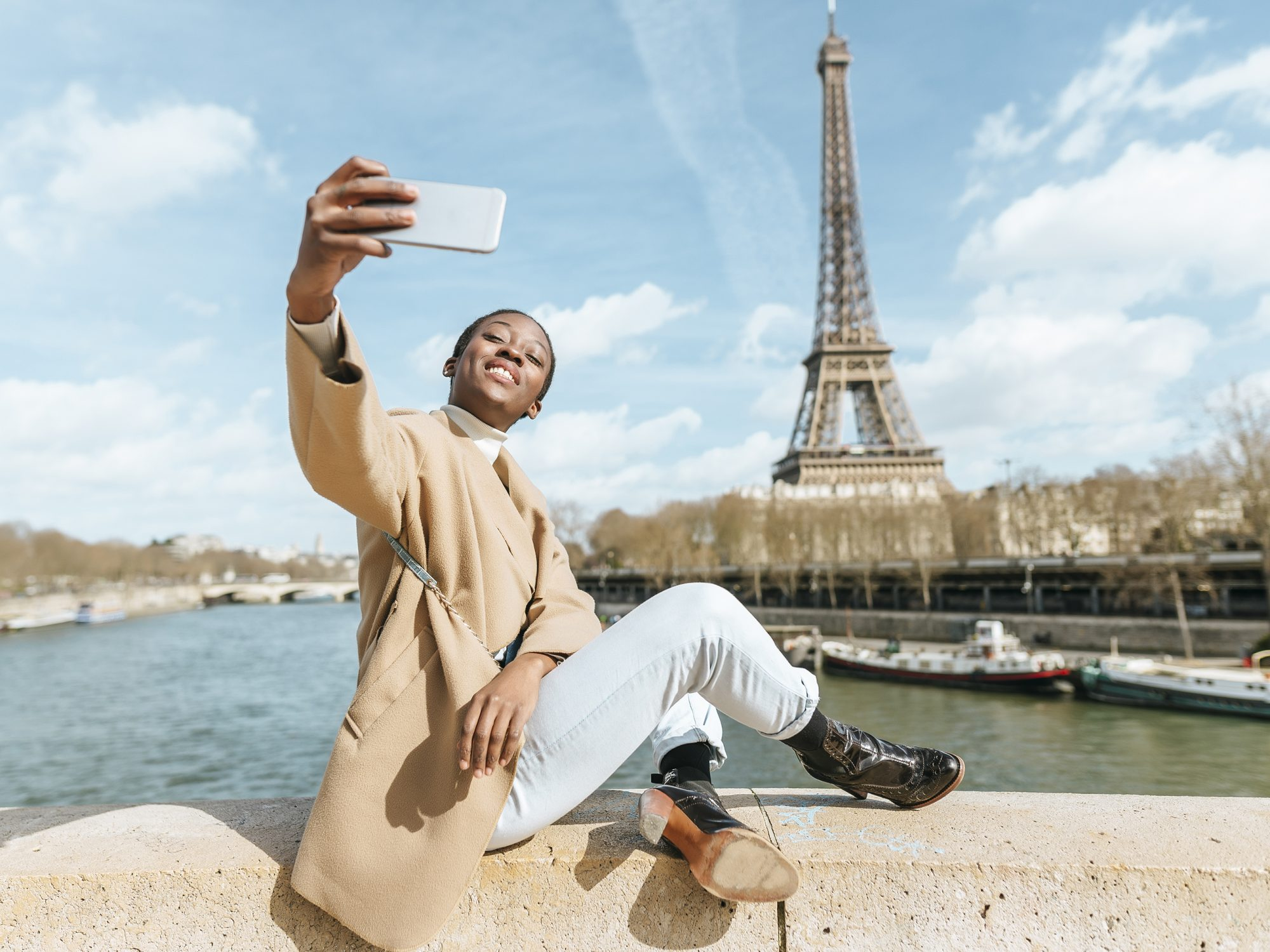 how-to-make-money-on-instagram-influencer: woman taking selfie in Paris