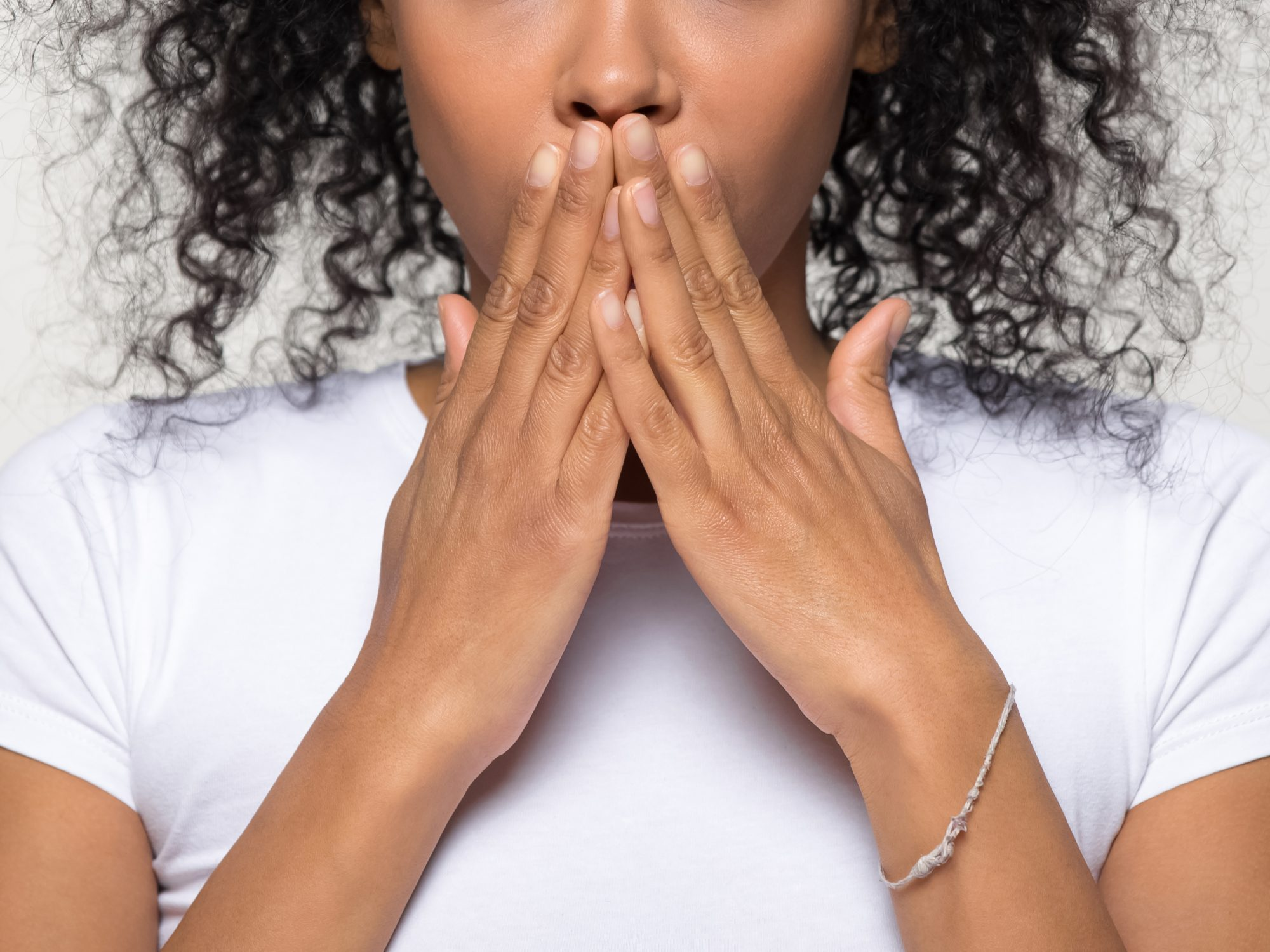 cold-sores: woman covering mouth