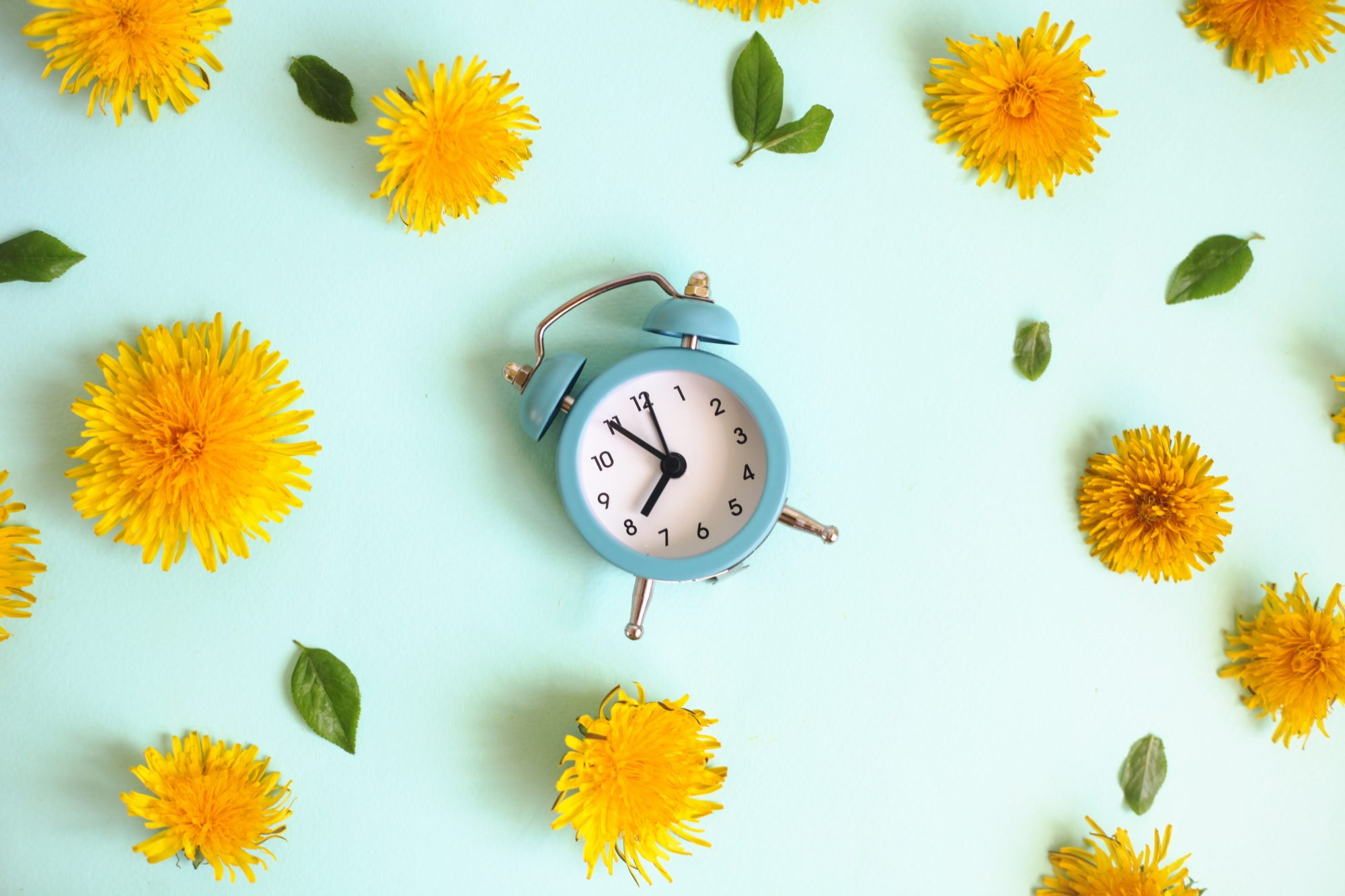 Study: Waking Up an Hour Earlier Help Prevent Depression: alarm clock and flowers