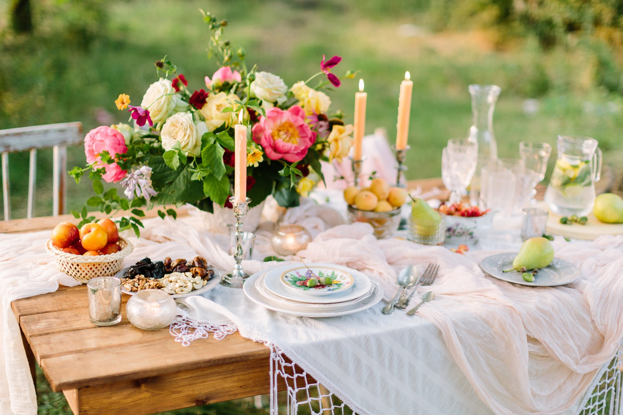 party-planning-quiz: outdoor table set for a party