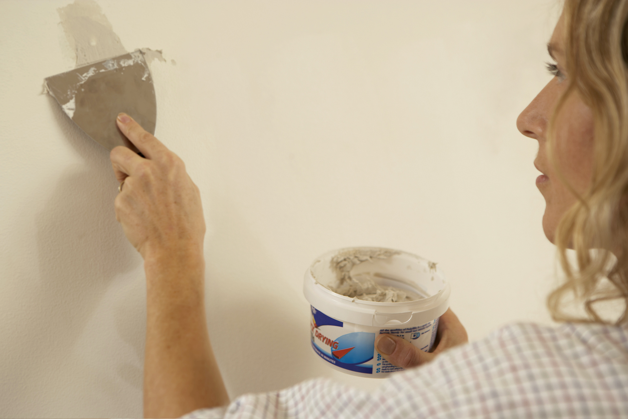 How to Prep Walls for Painting, Spackle