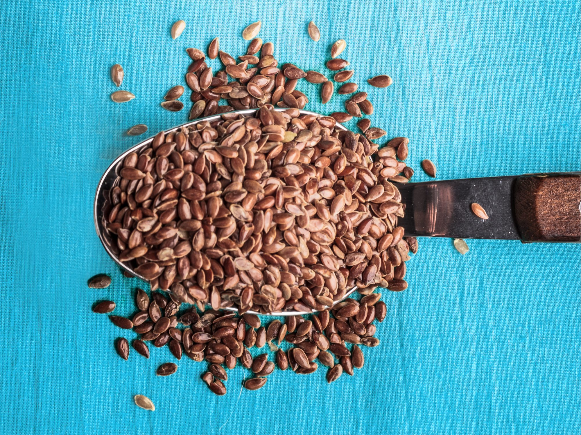 Health benefits of flaxseeds: spoon full of flax seeds
