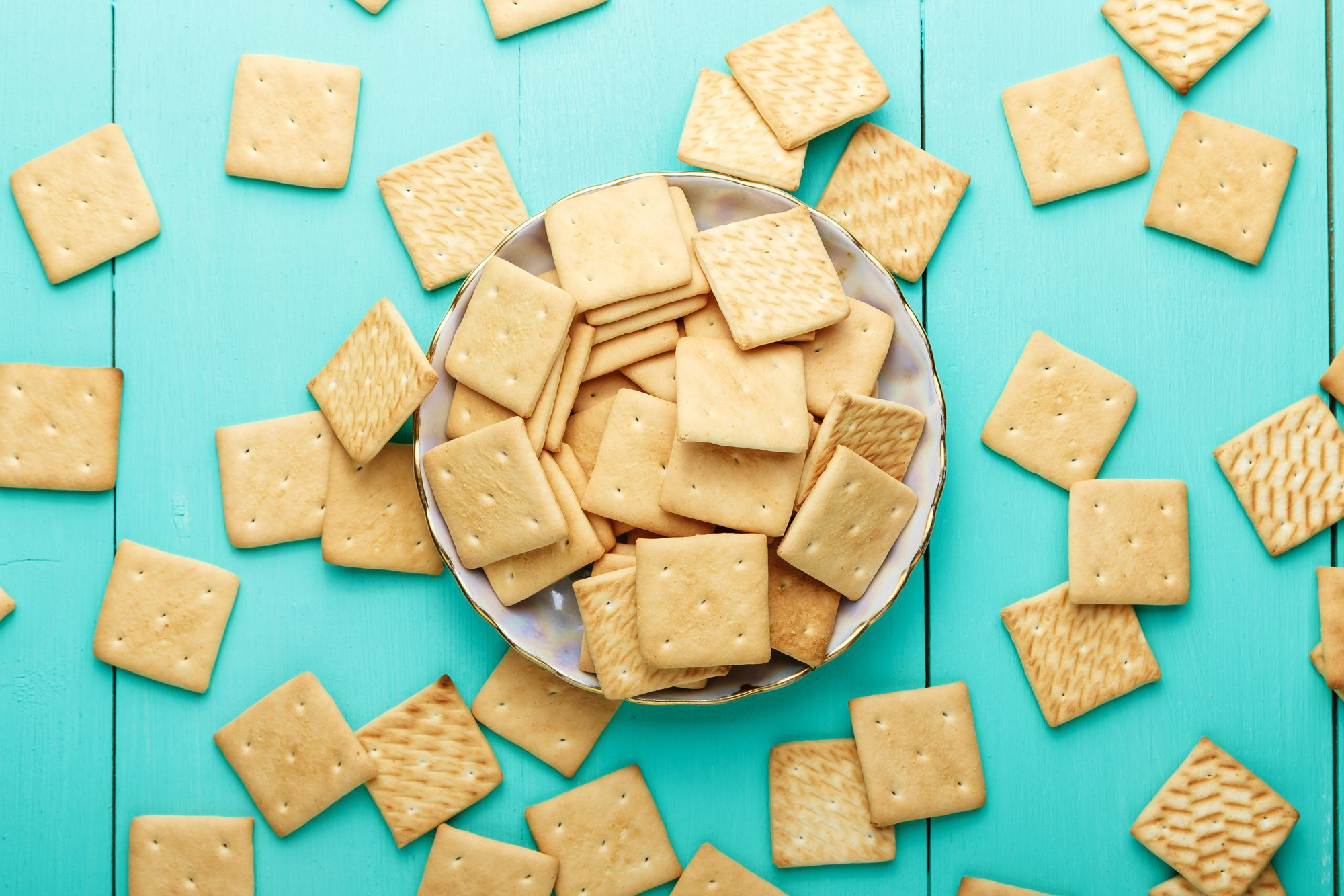 serving-size-portion-size: crackers in a bowl