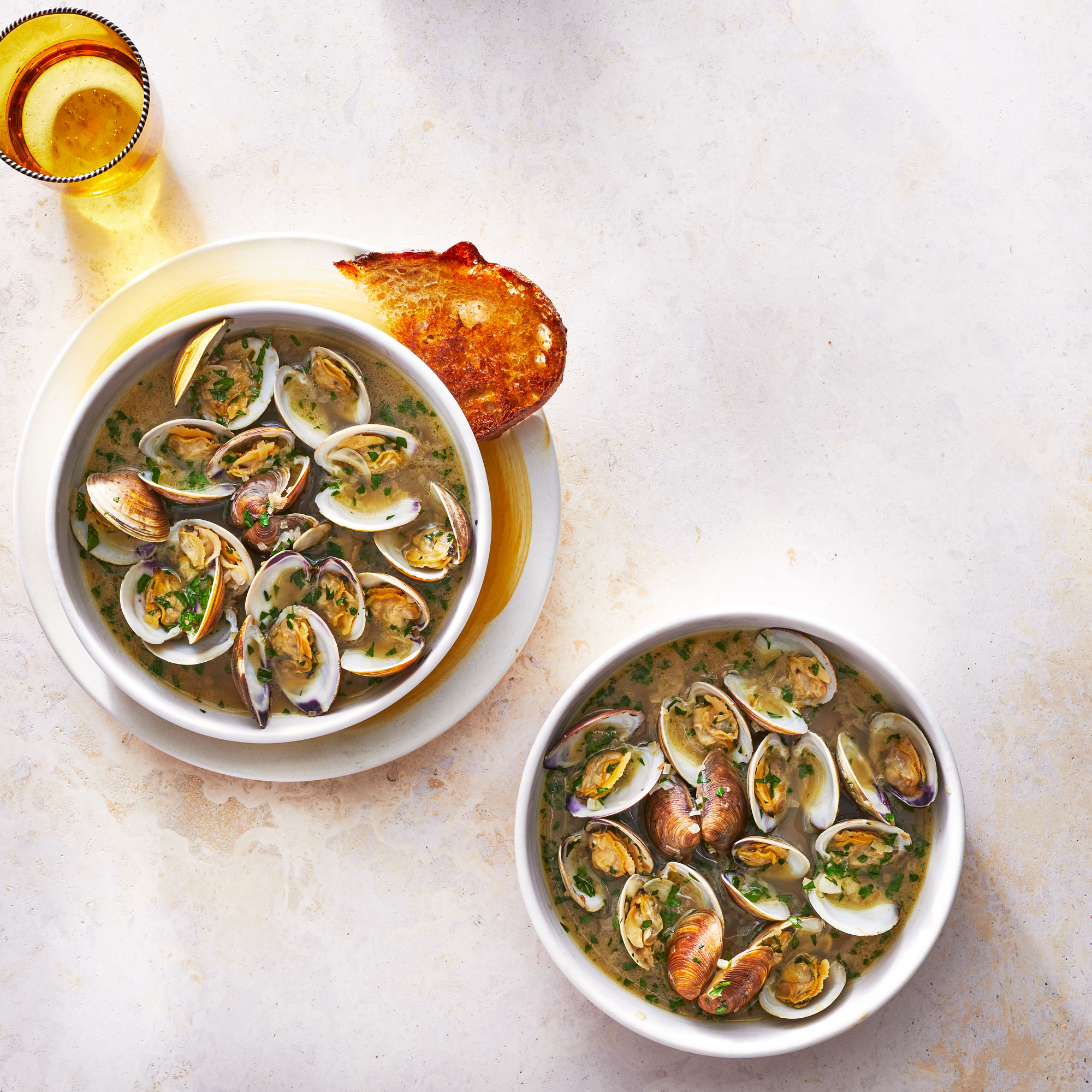 Steamed Clams with Garlic Toast