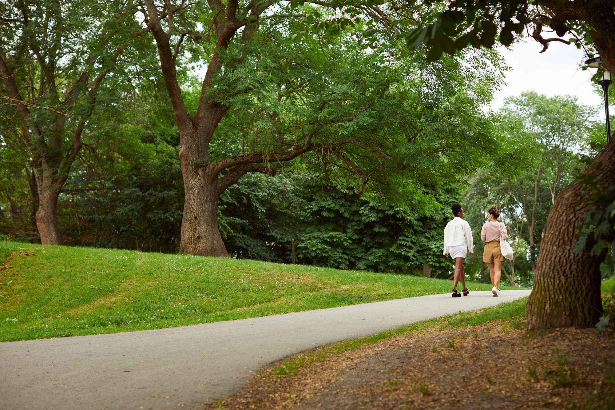 What is outdoor therapy: two women walking on a path outside