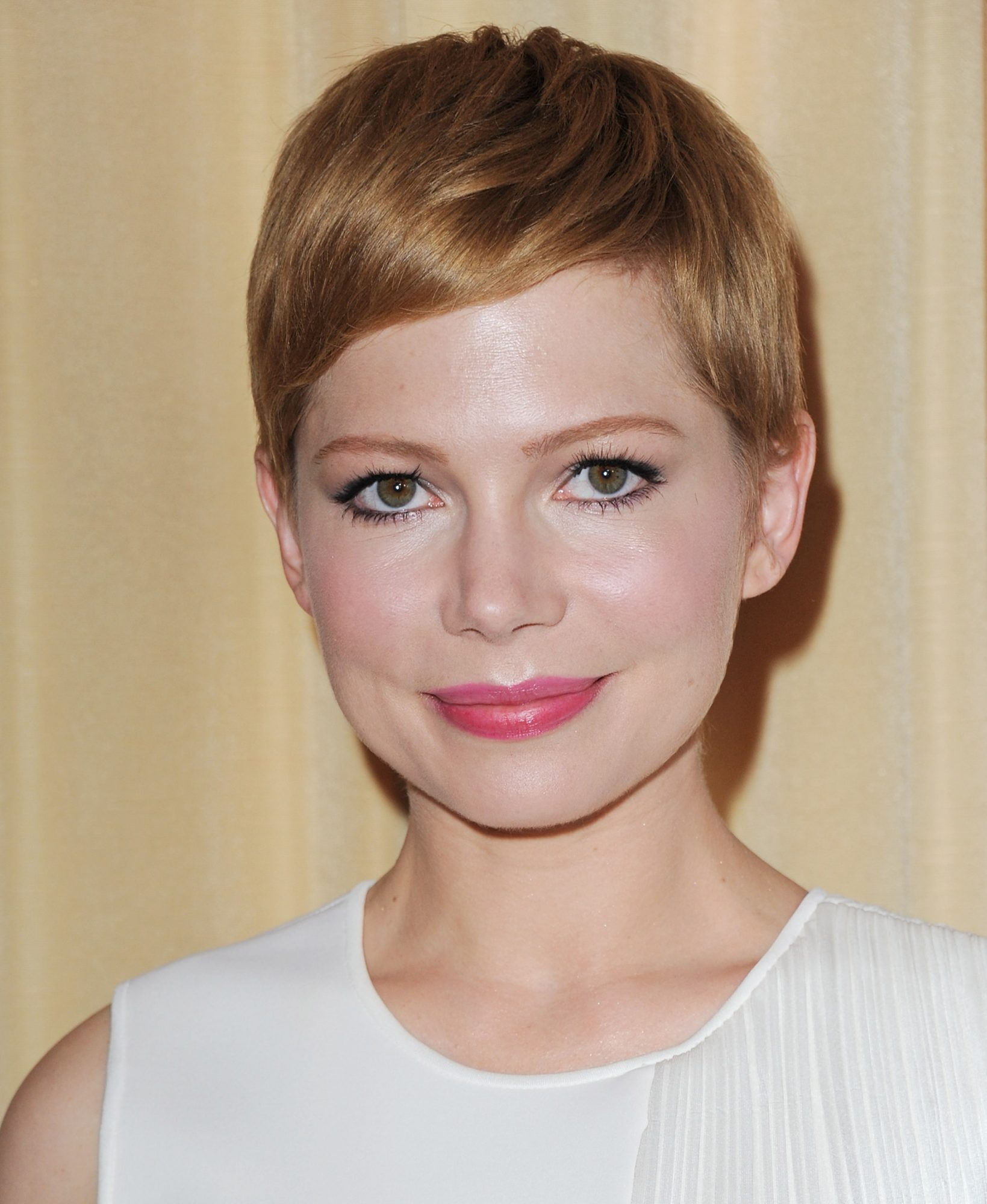 For Straight Hair: Super Pixie