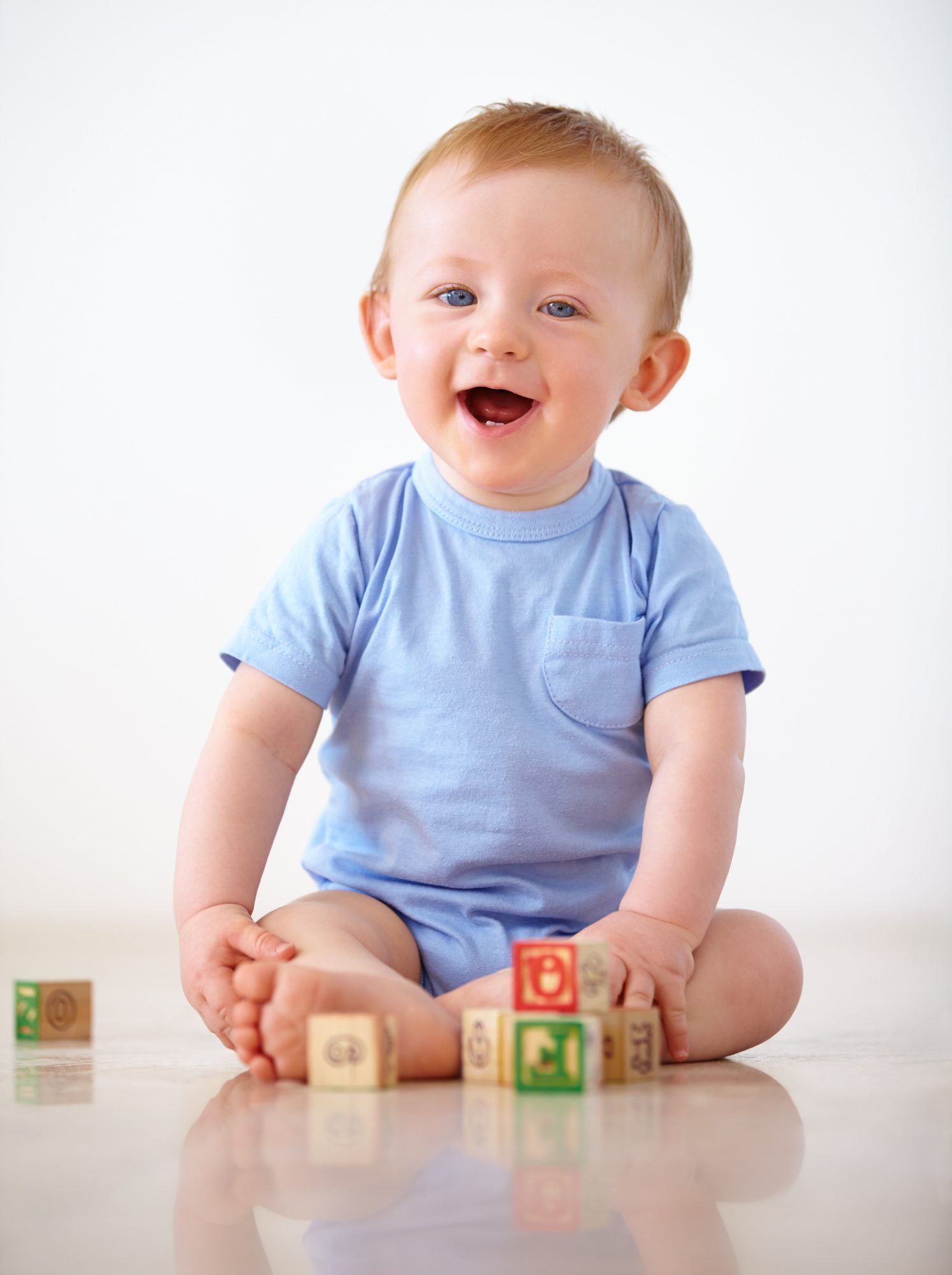 Shot of an adorable baby boy in his homehttp://195.154.178.81/DATA/shoots/ic_783316.jpg
