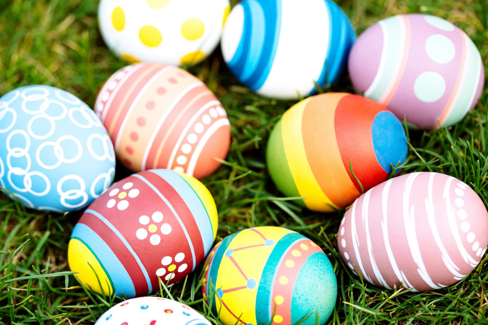 How to Dye Easter Eggs with a Whisk   Southern Living