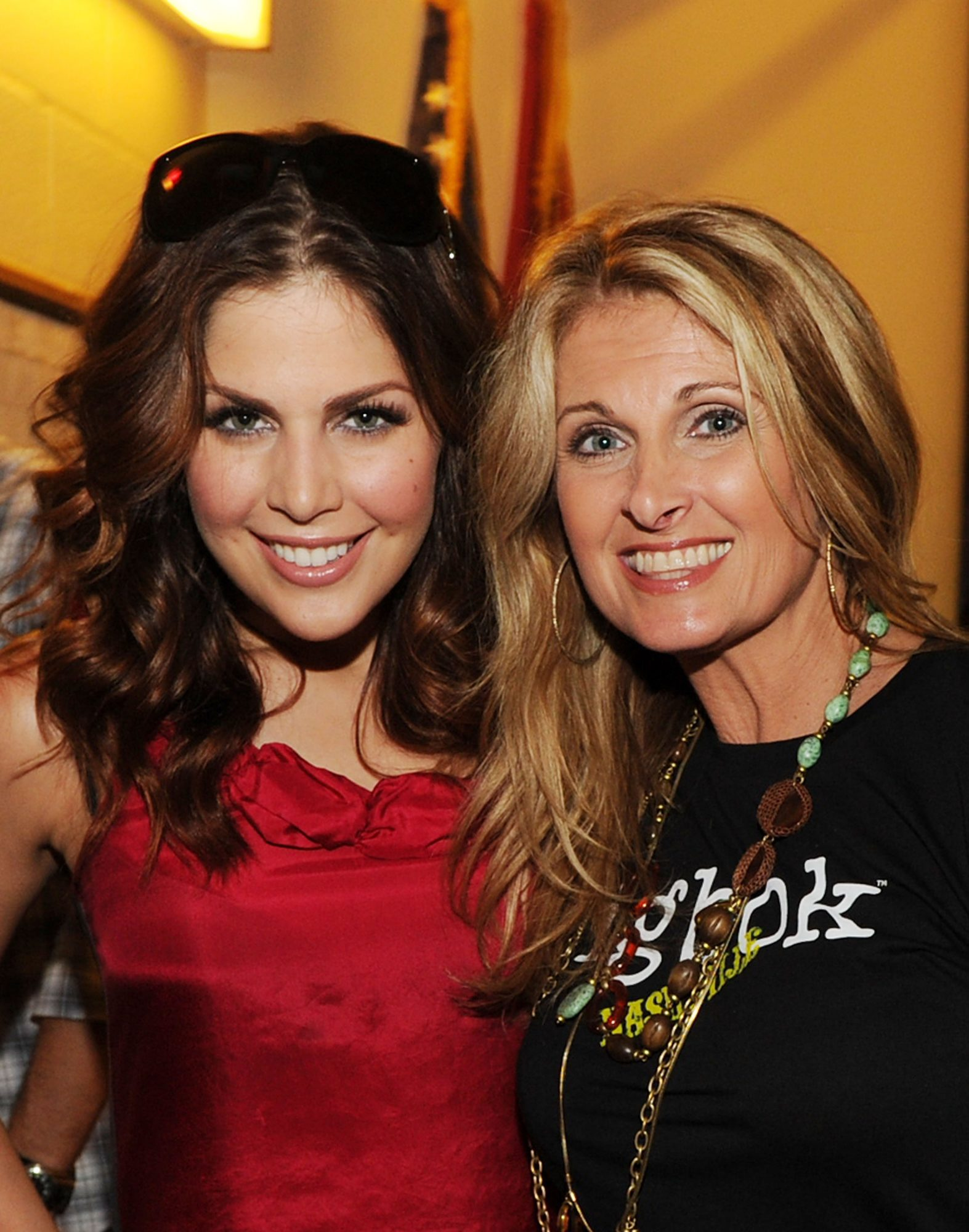 Hillary Scott and Linda Scott