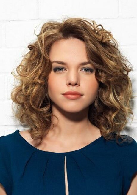 The Best Curly Hairstyles for Round Faces | Southern Living