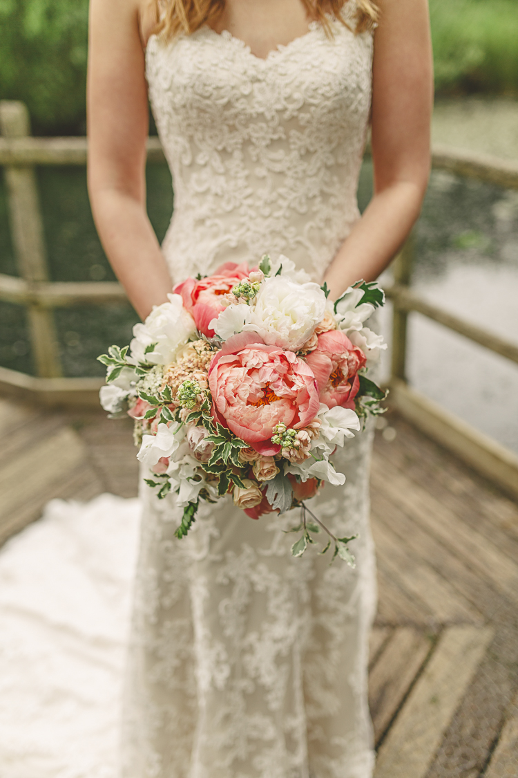 11 Gorgeous Ways To Incorporate Peonies Into Any Wedding Budget