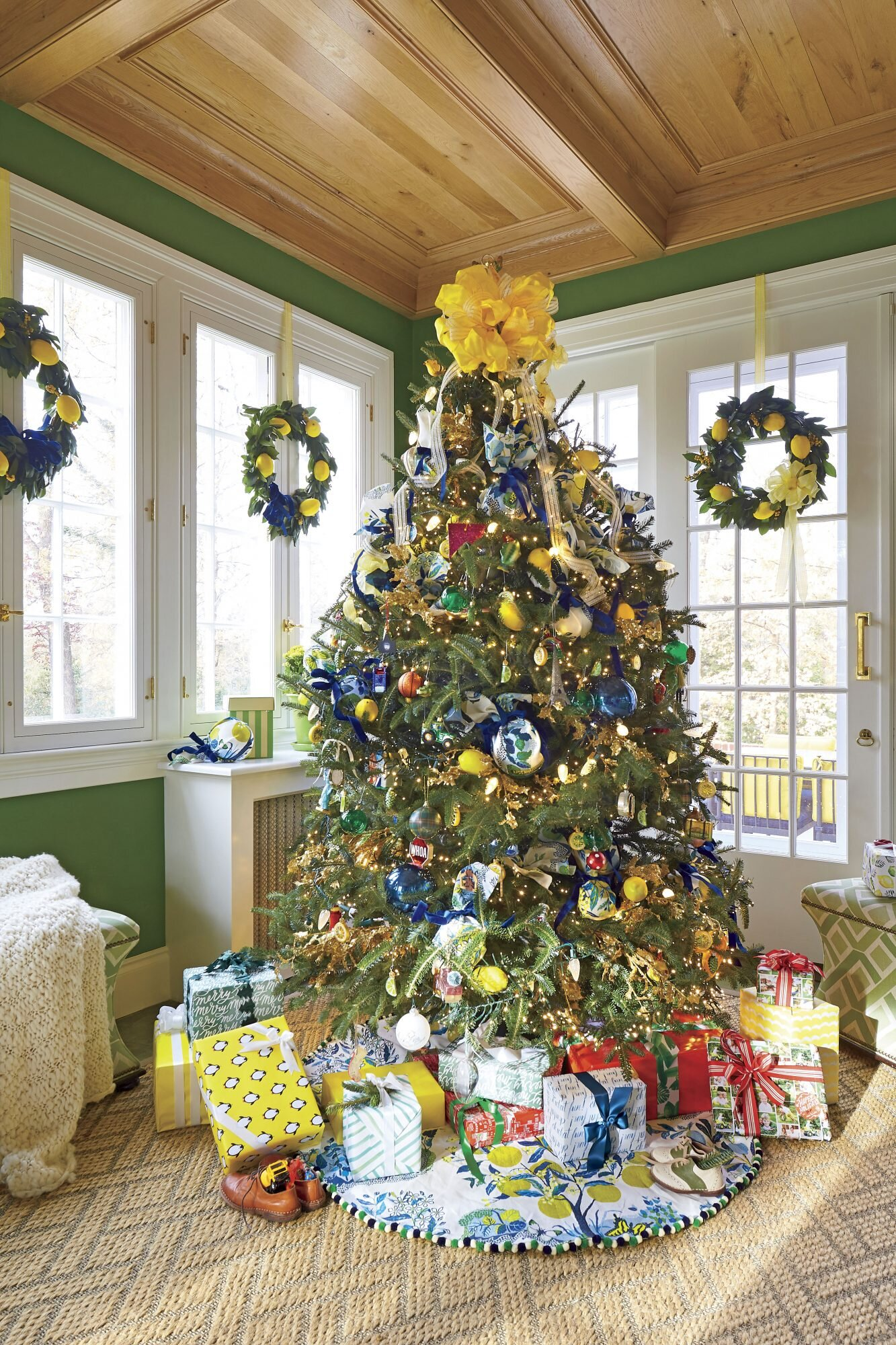 46 christmas tree decoration ideas christmas trees photos southern living 46 christmas tree decoration ideas