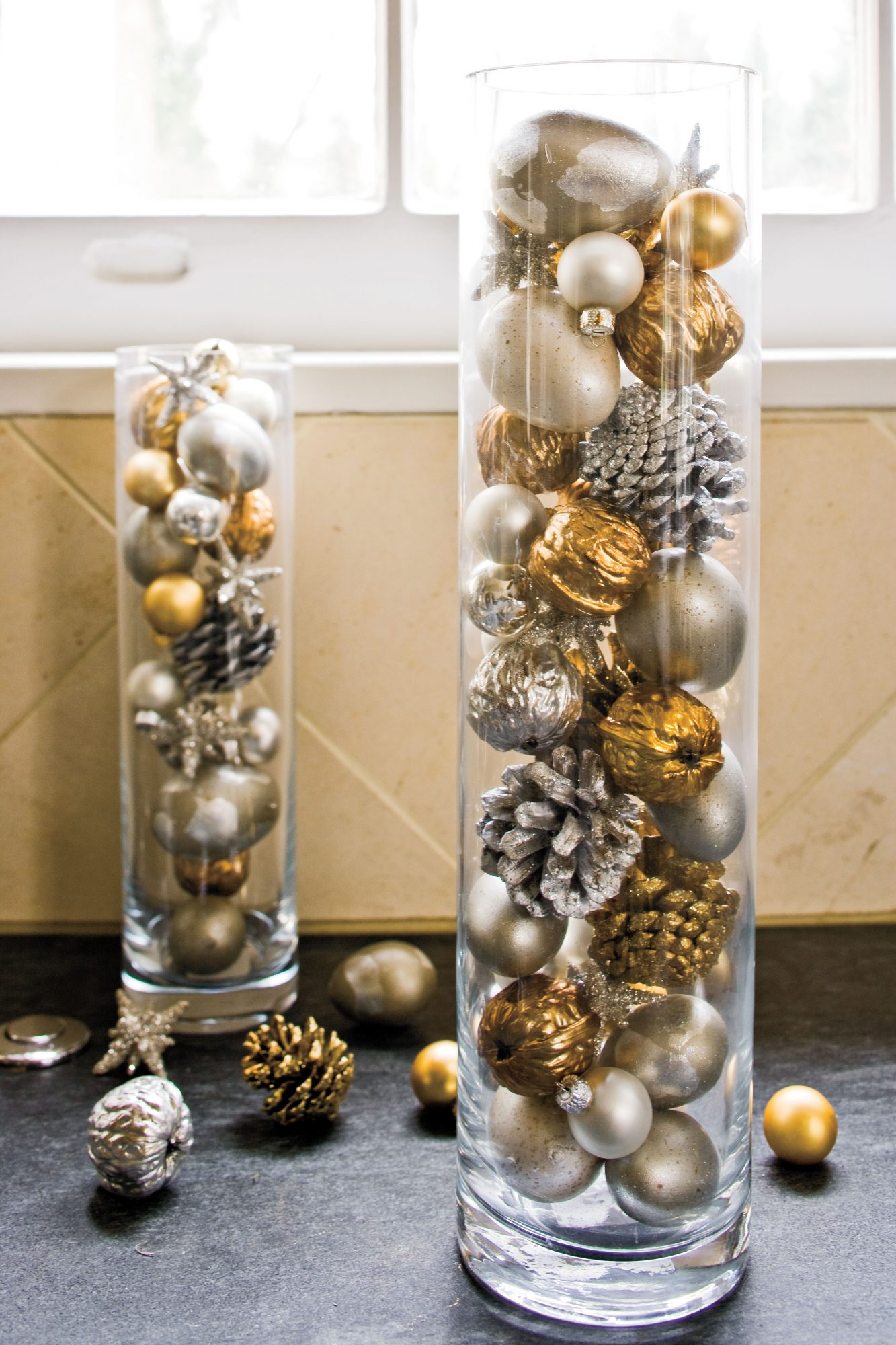 Christmas Decorating Ideas: Ornaments in Cylinders