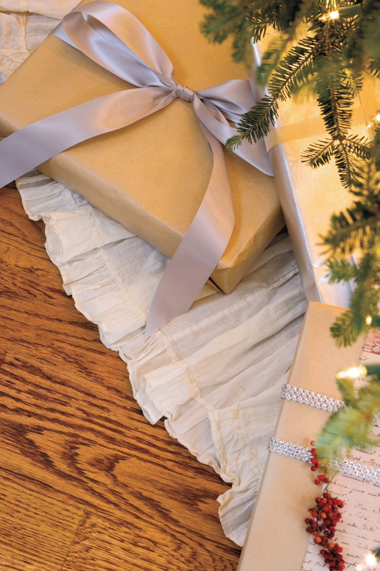 Vintage Christmas Decorations: Tree Skirts