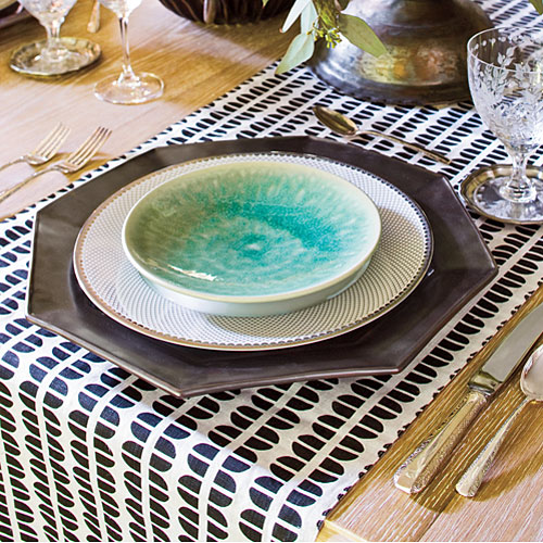 Christmas Table Decorations: Mix Formal and Casual China