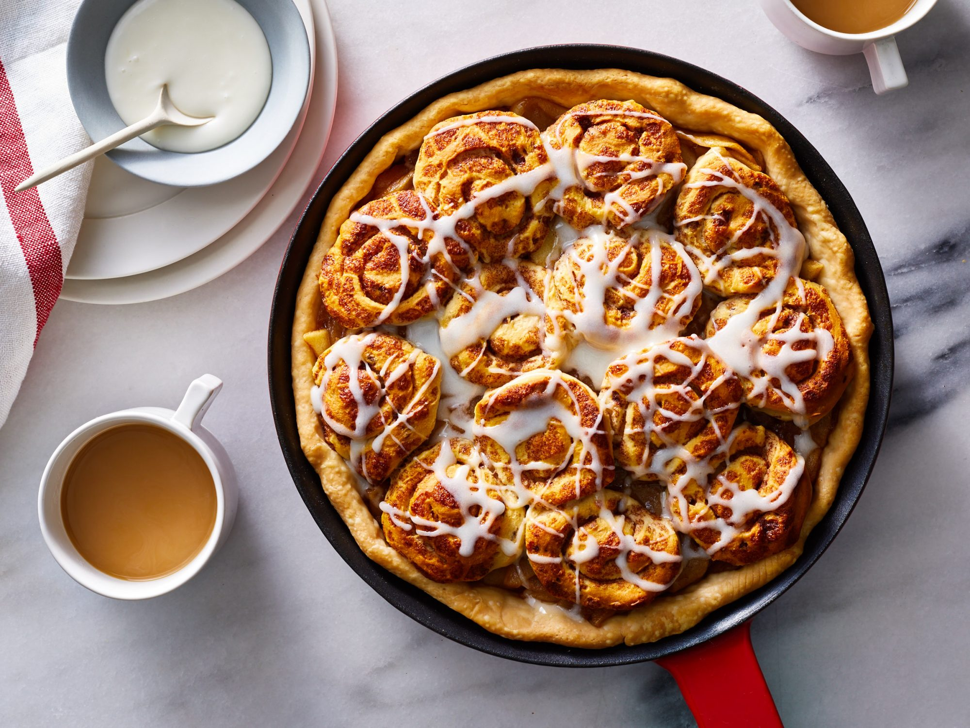Apple Cinnamon Roll Pie