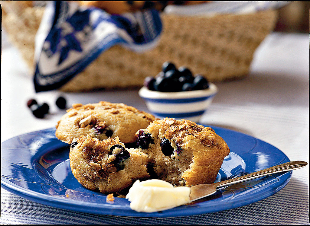 Fresh Blueberry Recipes: Blueberry-Cinnamon Muffins