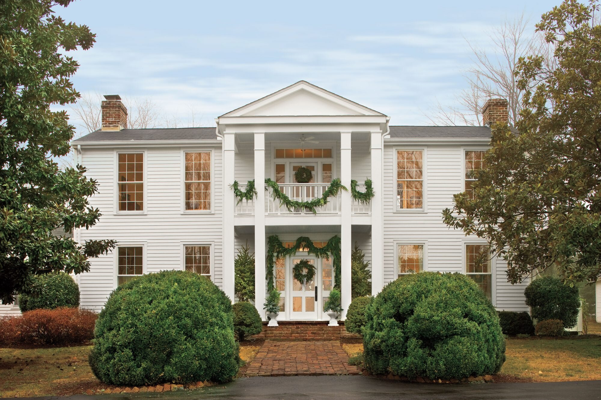 This Home is Filled with Vintage Christmas Decor Ideas ...