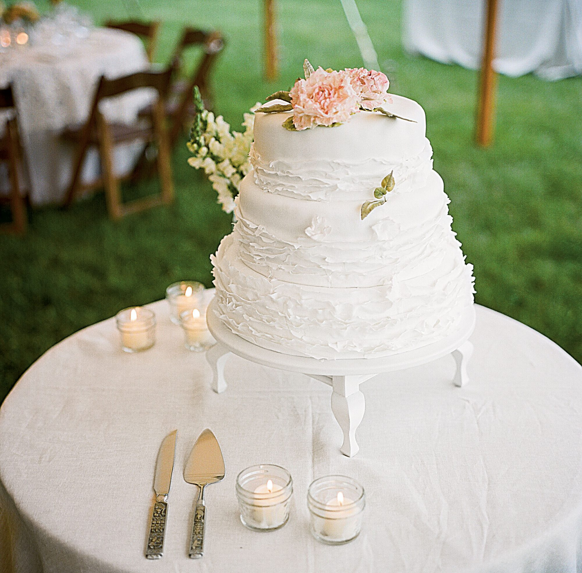 Classic and Feminine Wedding Cake