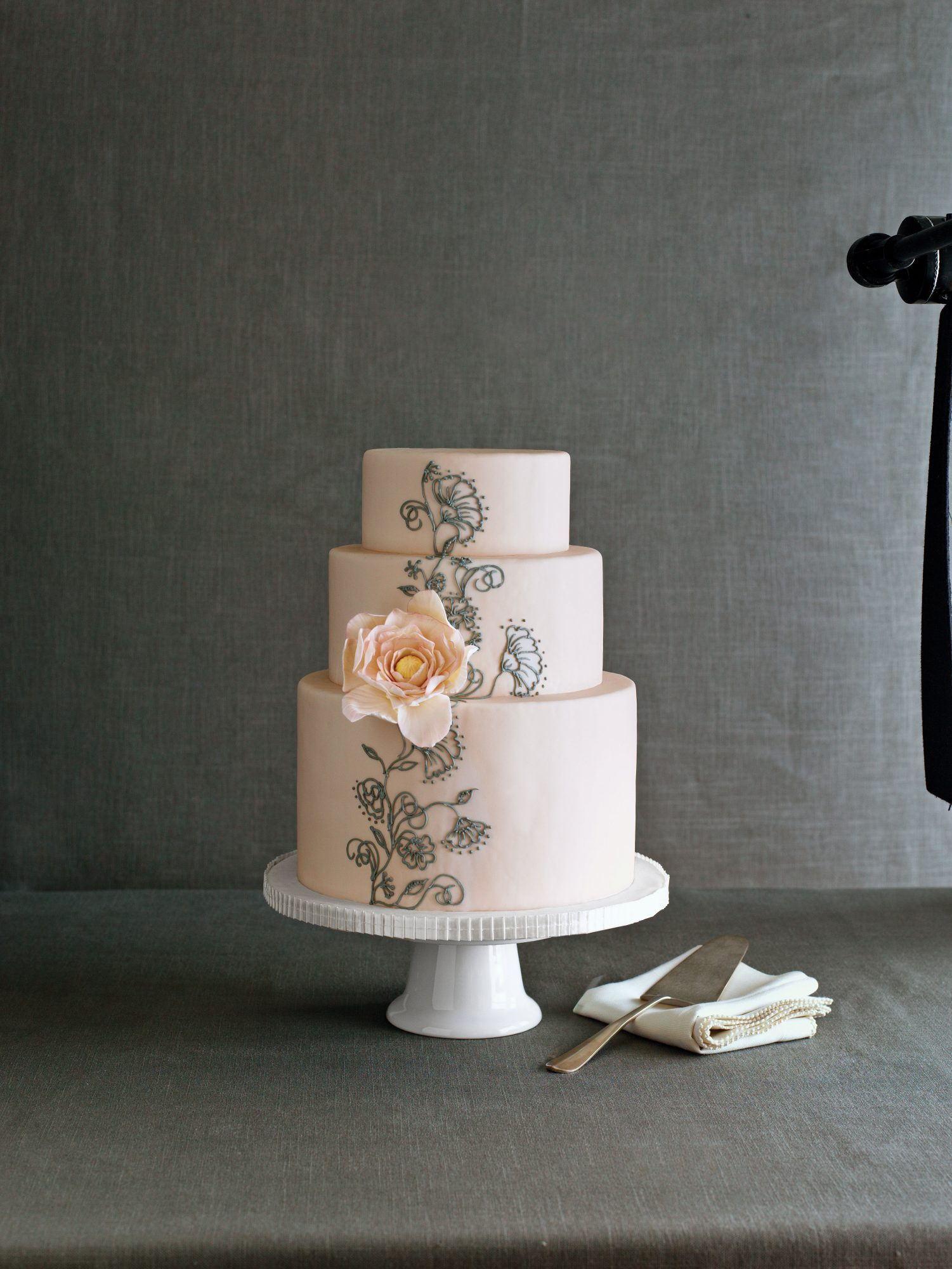 Vine in Bloom Wedding Cake