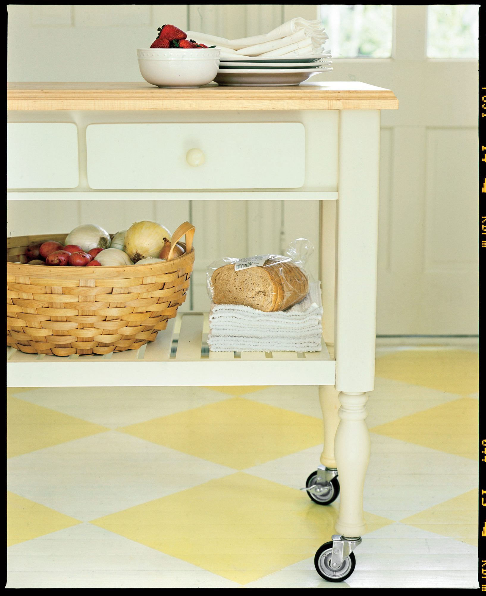 Farm Kitchen Remodeling Ideas: Island on Casters