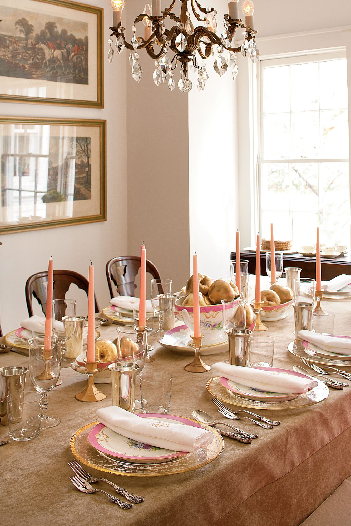 Tara Guérard Pink and Champagne Thanksgiving Table
