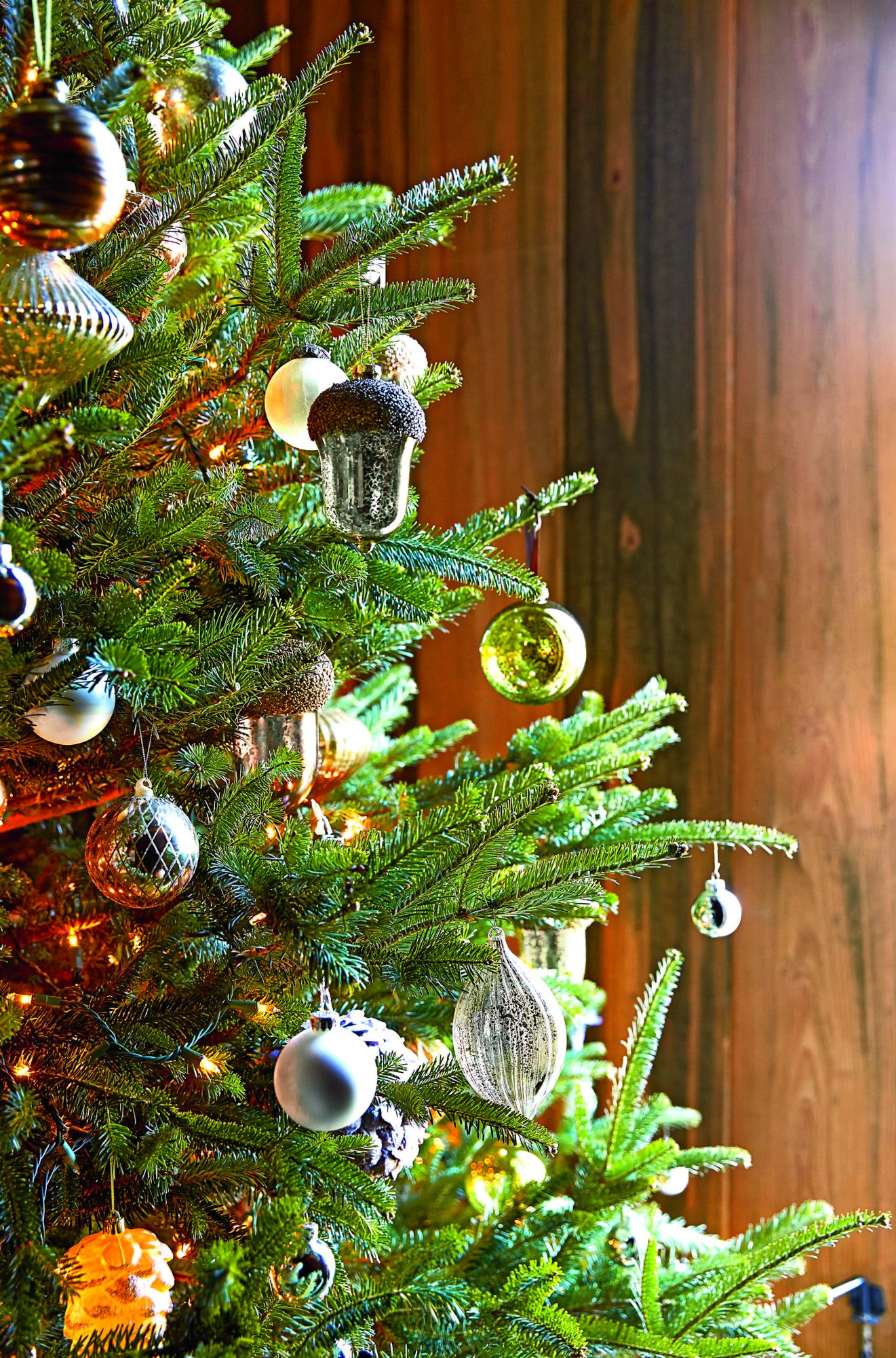 Christmas Tree with Acorn Ornamnets