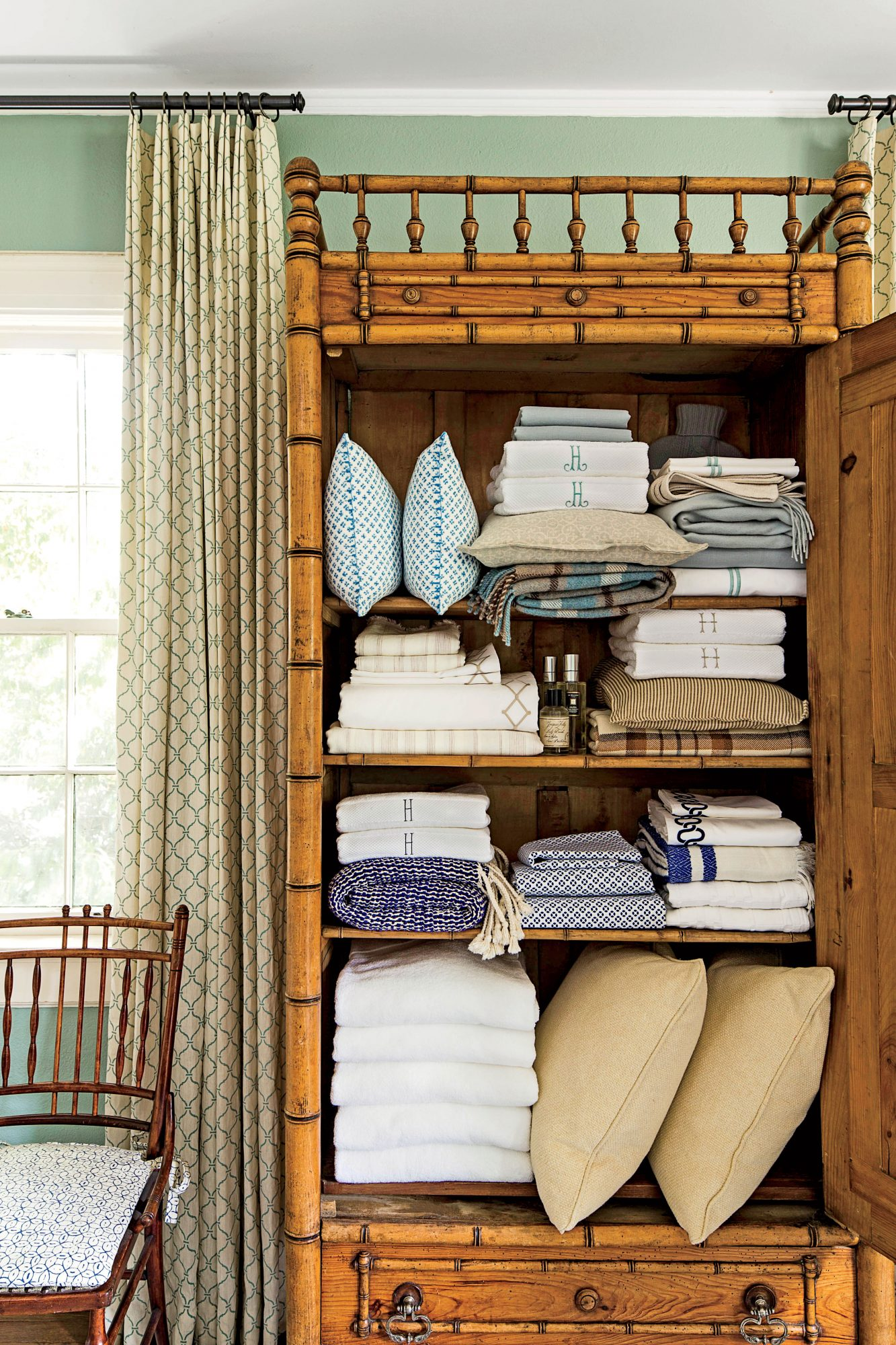 Keep Linen Storage Tidy