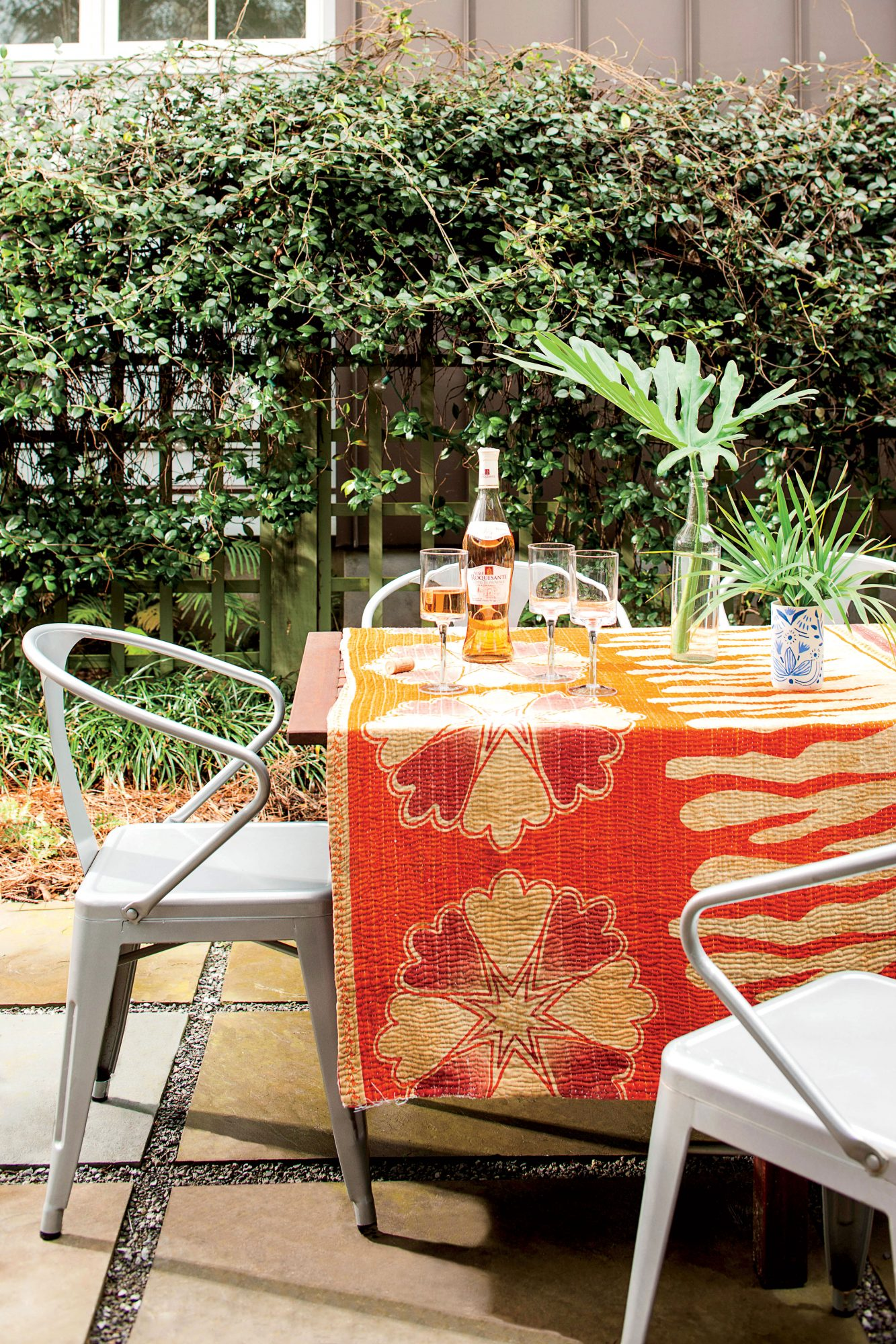 Charleston Outdoor Dining with Metal Chairs