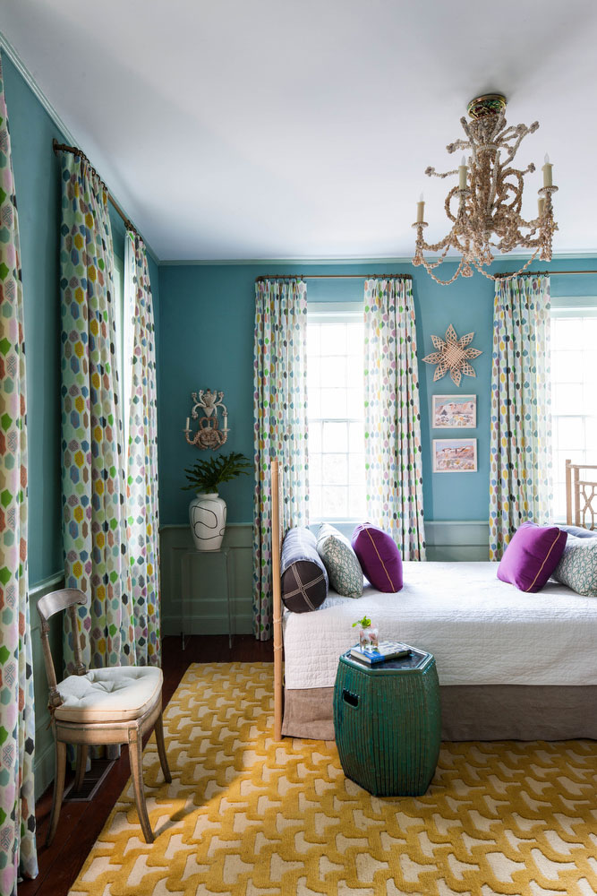 Daybed in Guest Room with Blue Walls