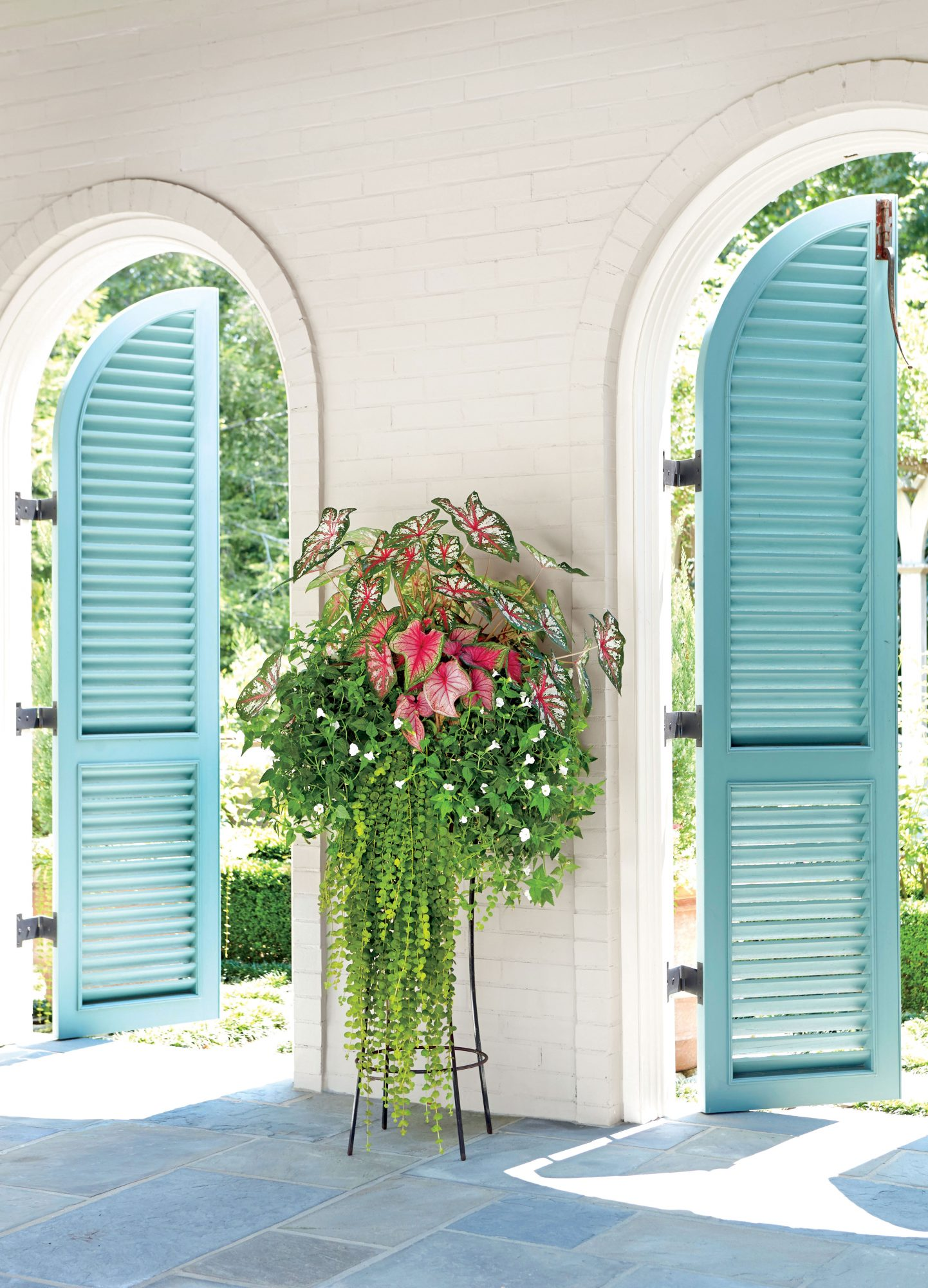 30 Containers for Covered Porches That Will Thrive in the Shade