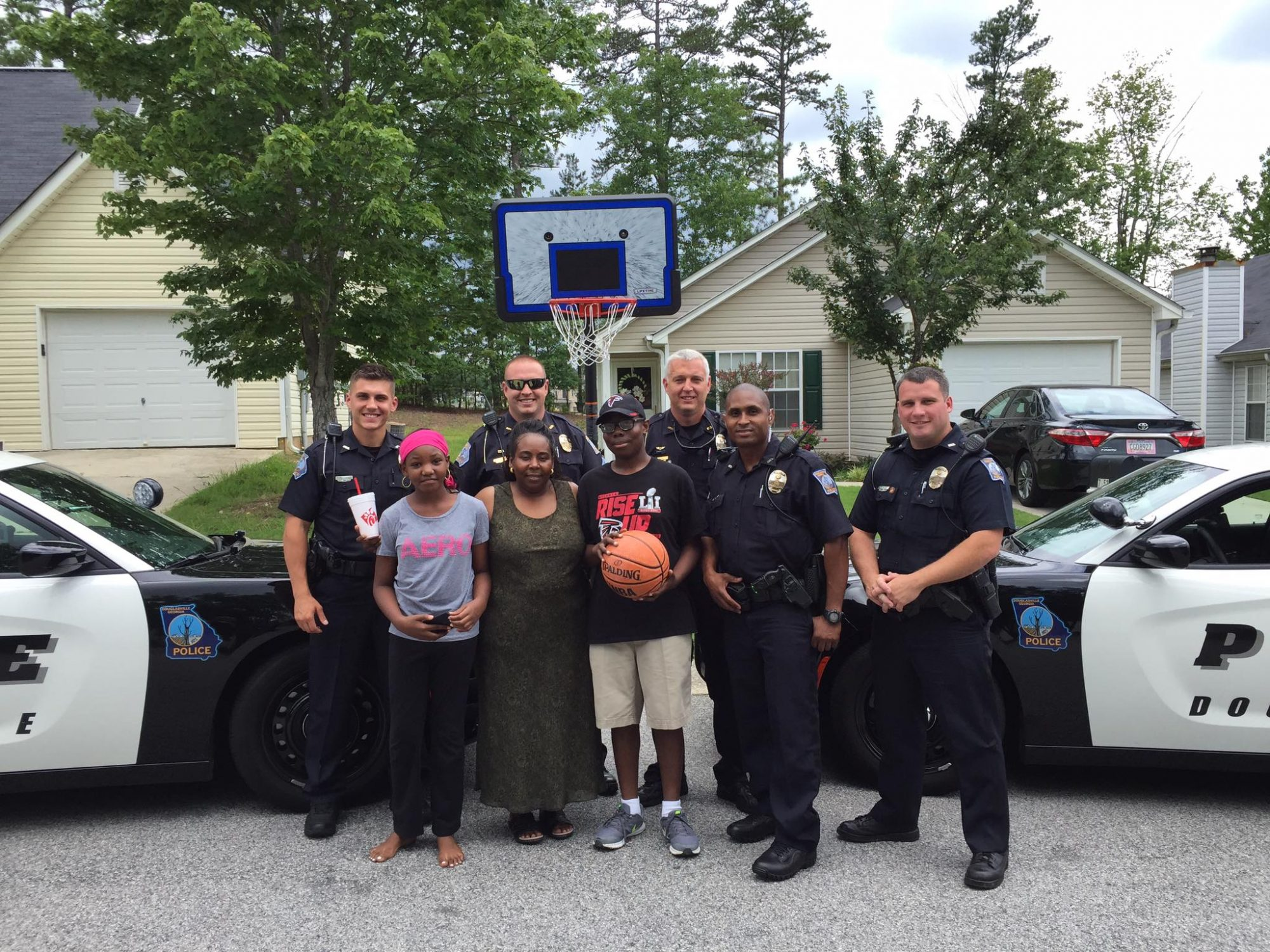 georgia police officer gives boy basketball