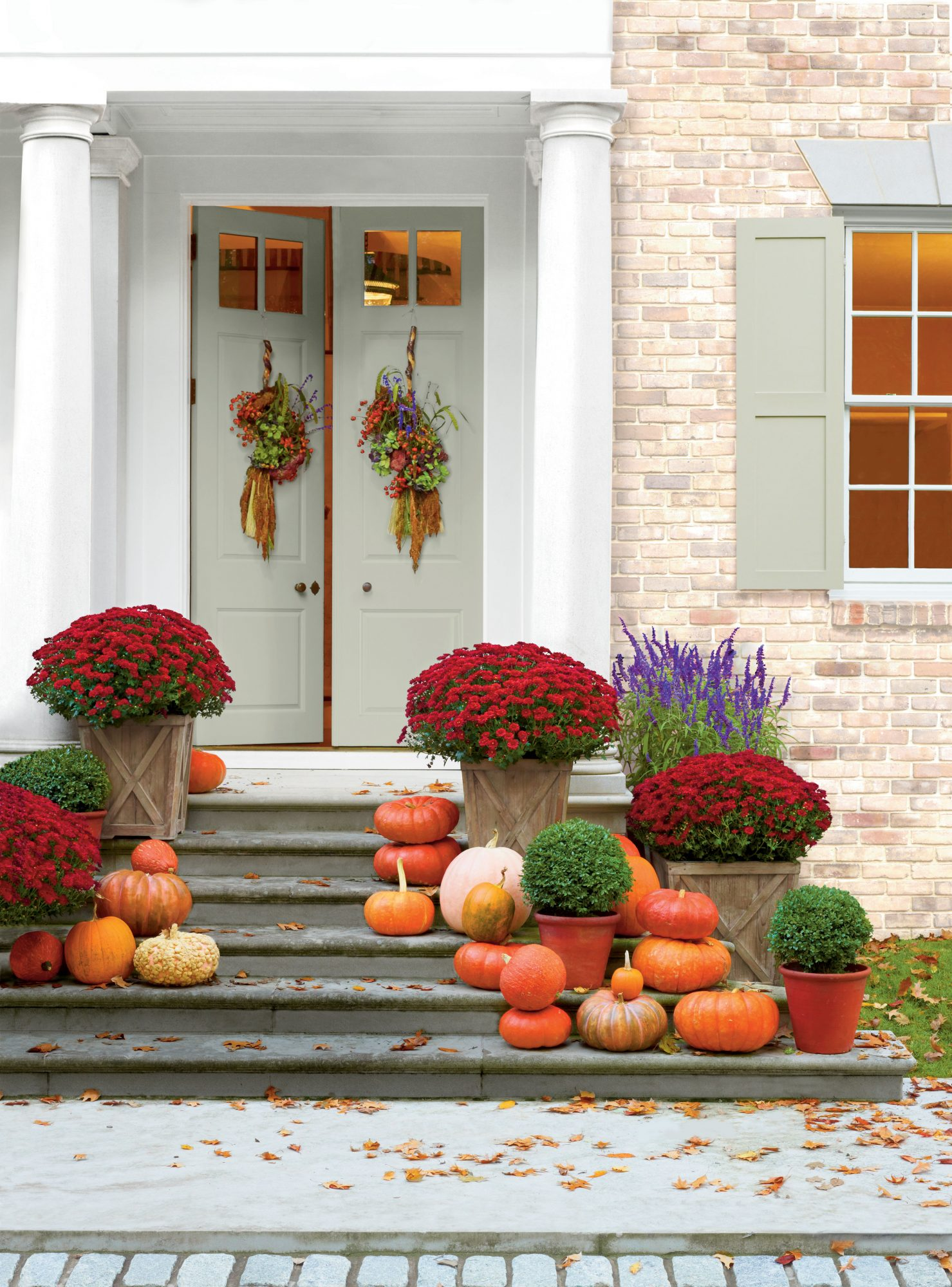 40 Outdoor Halloween Decorations You Can Leave Up All Fall