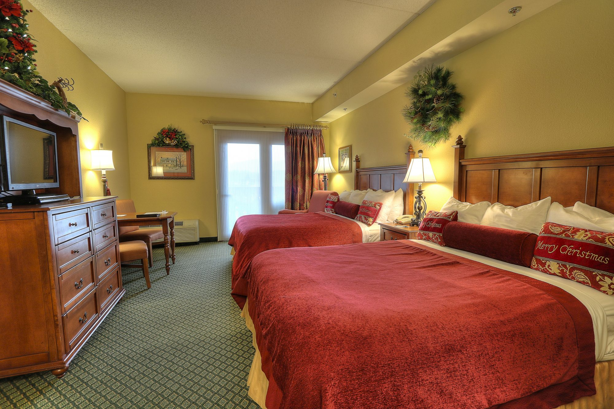 Queen Room Inn at Christmas Place