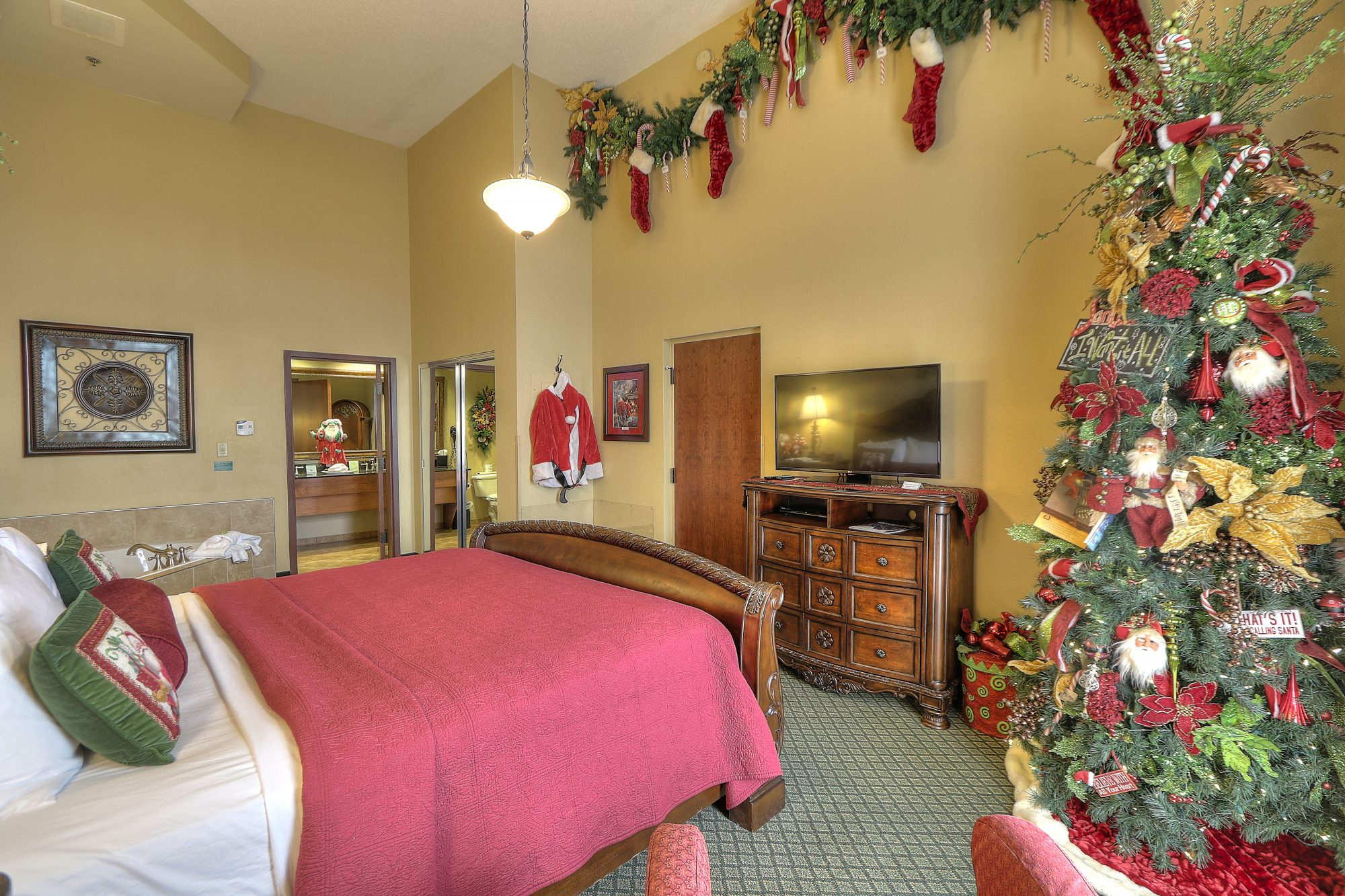 Santa Suite 2 Inn at Christmas Place