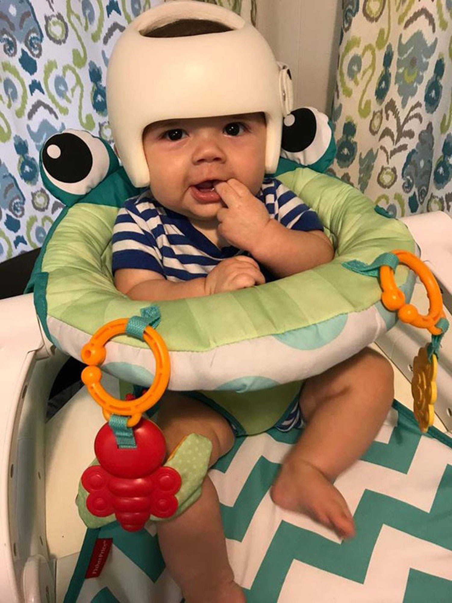 Everyone in This Texas Family Wears a Helmet in Adorable Show of Support for Baby with Flat Head Syndrome
