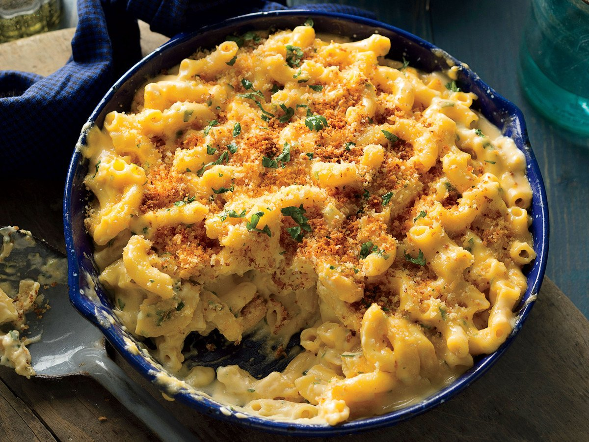 Skillet Mac and Cheese with Crispy Breadcrumbs Recipe