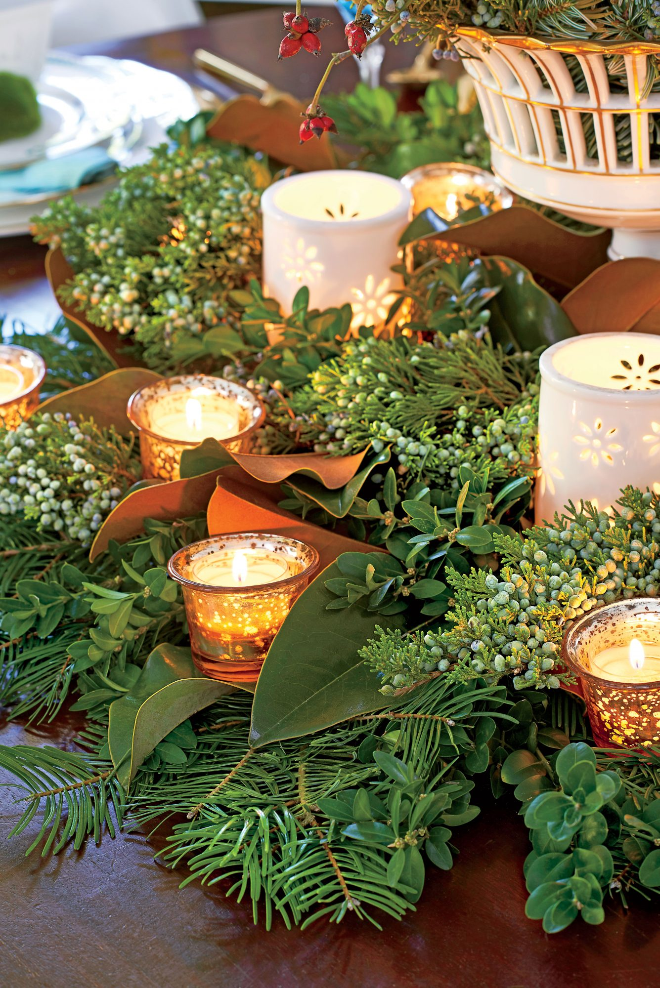 Hillenemeyer Christmas Dining Room Centerpiece with Candles
