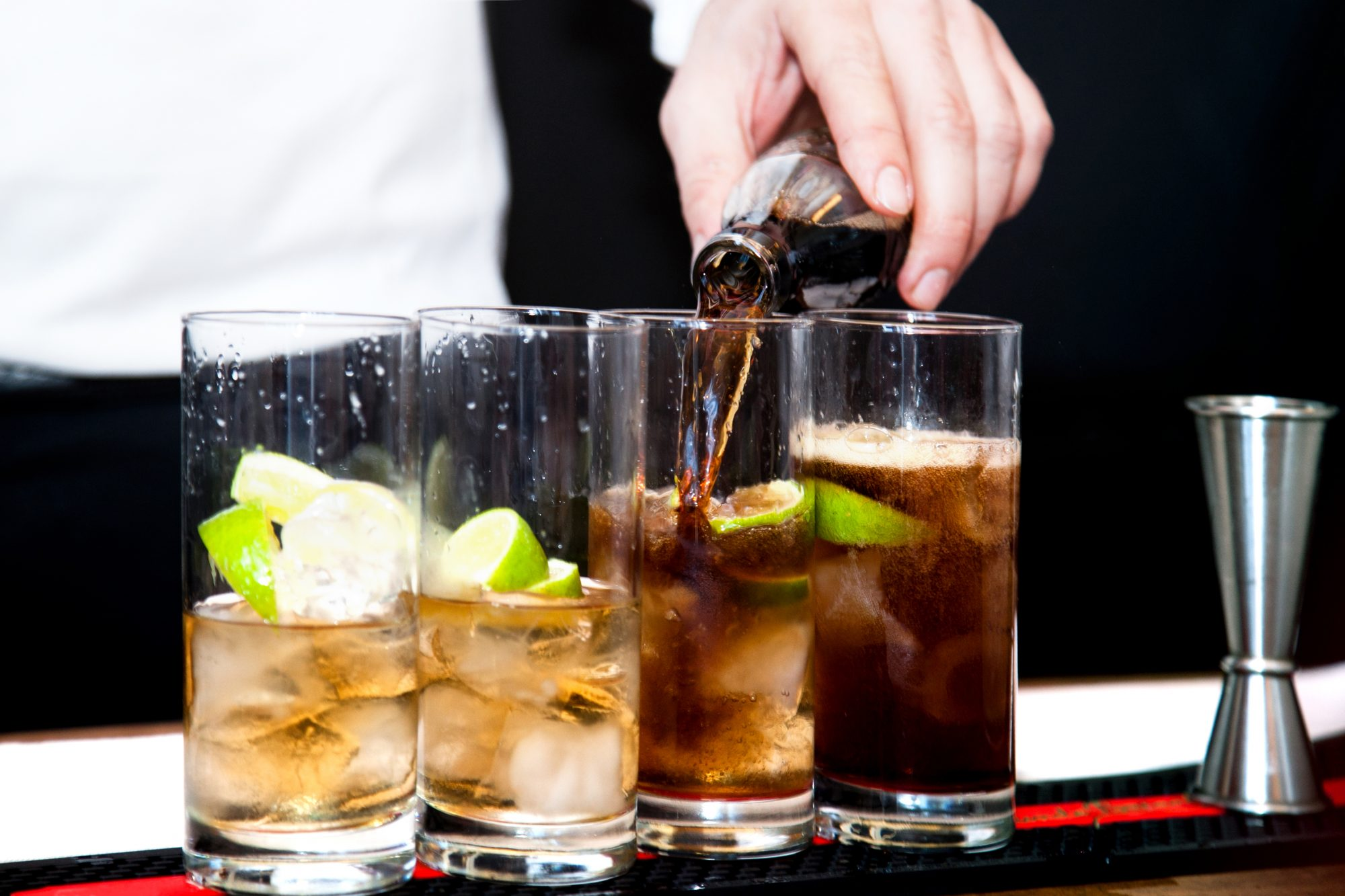 diet-soda-rum-24-things-you-should-never-eat-out