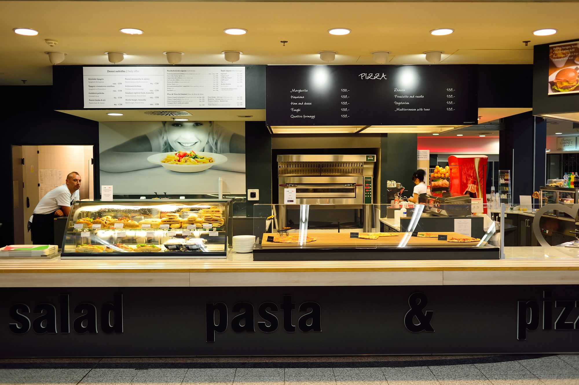 Here's What Food You Should NEVER Buy at an Airport 180209-airport-food-pizza