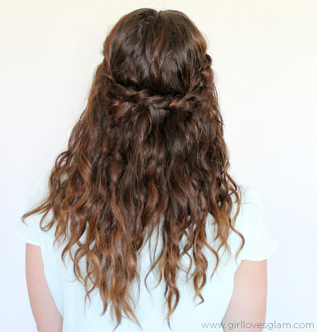 Magnificent 25 Easy And Cute Hairstyles For Curly Hair Southern Living Natural Hairstyles Runnerswayorg