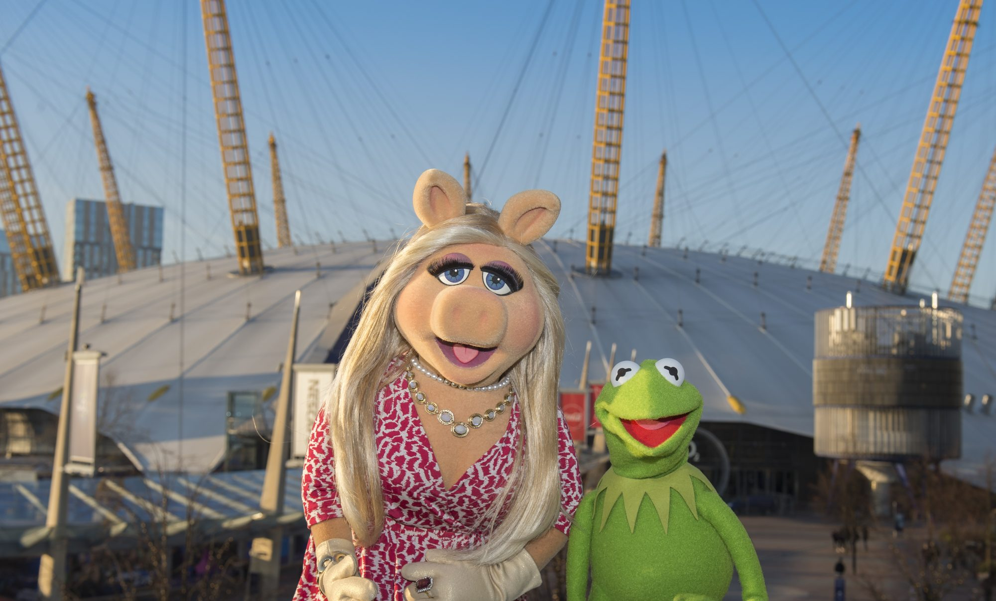 miss piggy and kermit at the o2