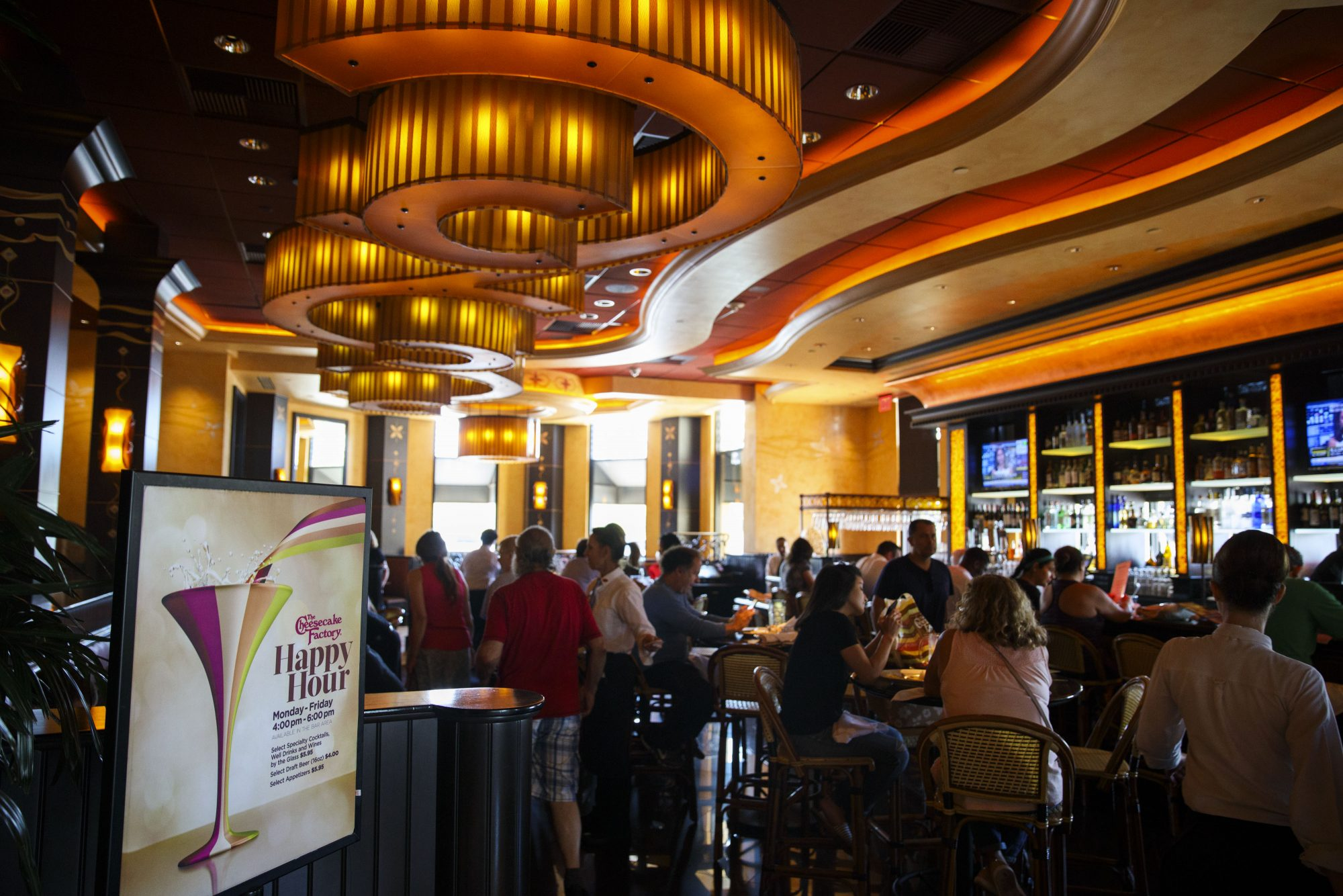 Inside A Cheesecake Factory Inc. Restaurant Ahead Of Earnings Figures