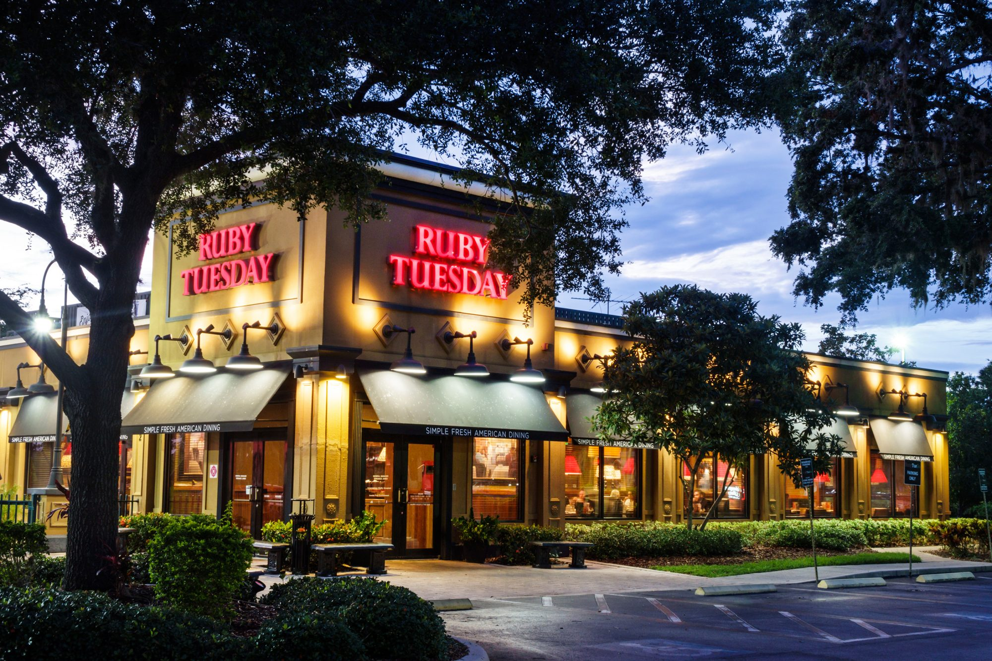 The exterior of Ruby Tuesday at dusk.
